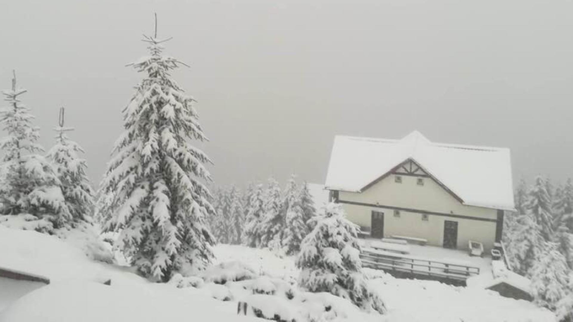 NINGE în munții Retezat și Parâng în prima zi de vară