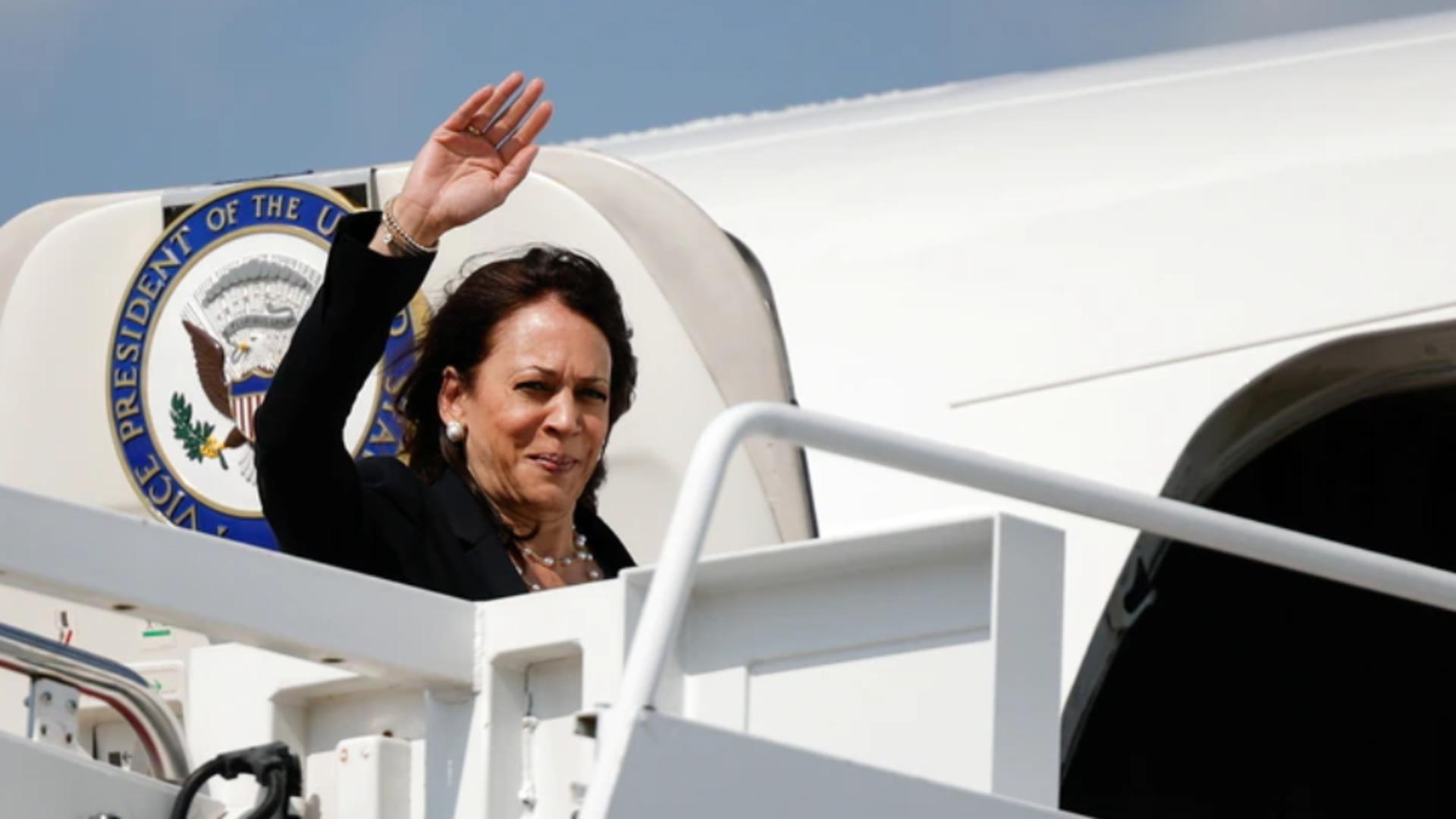 Avionul vicepreședintelui SUA, întors de urgență la sol - Ce s-a întâmplat Foto: Twitter