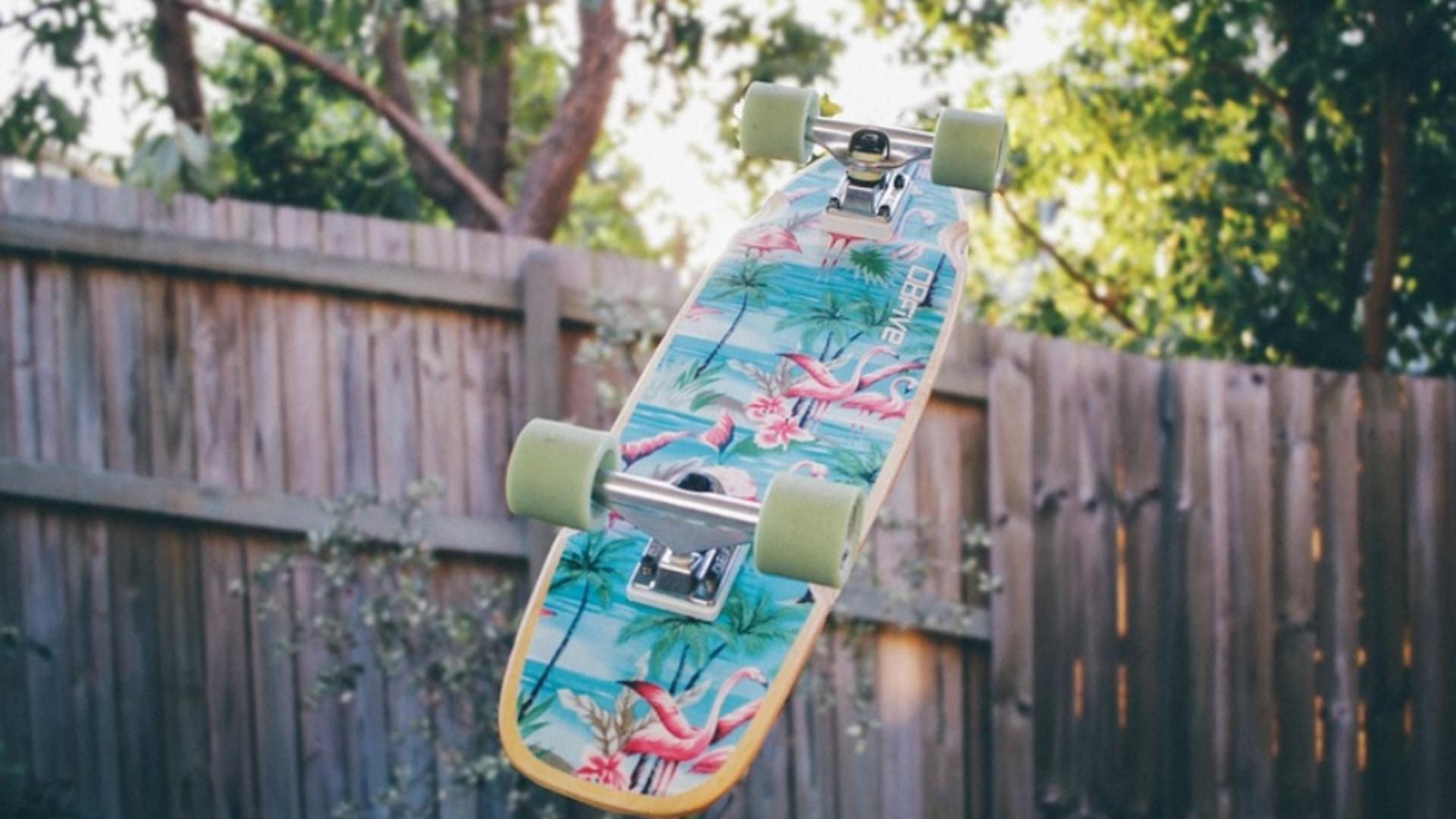 Adolescenta înjunghiată pe skateboard