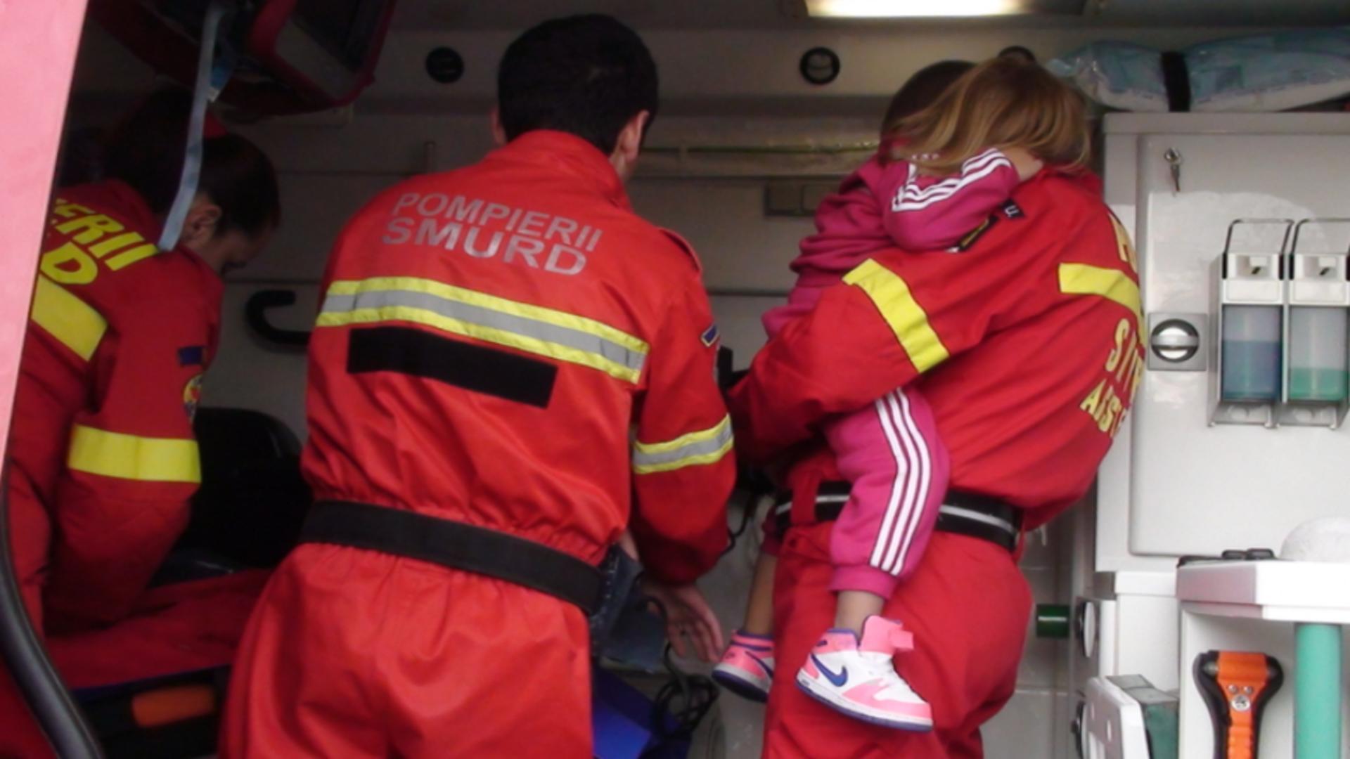 Un copil de 2 ani, la un pas de MOARTE după ce a rămas ÎNCUIAT într-o maşină! În ce stare a fost găsit de pompierii orădeni