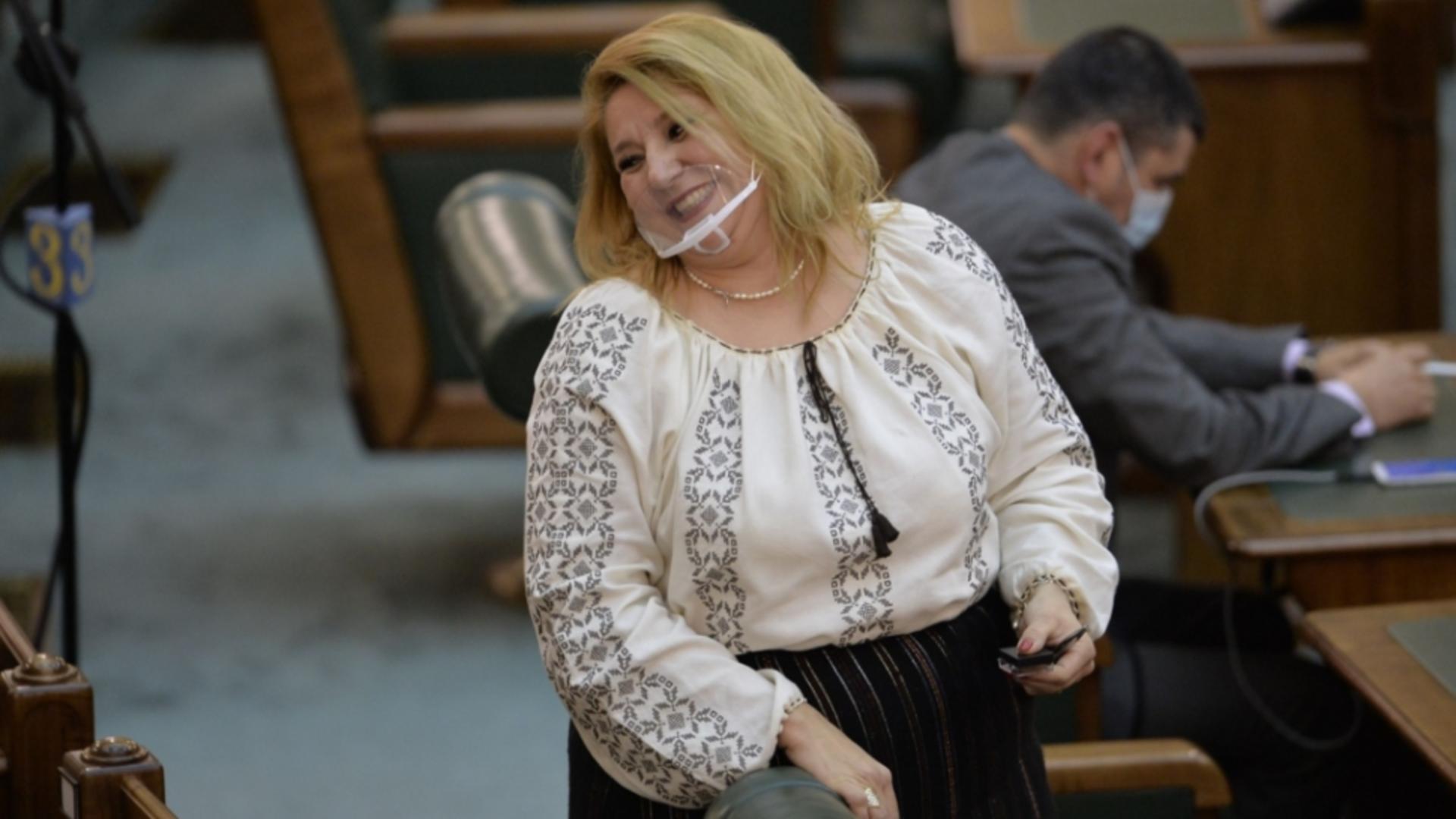 Diana Șoșoacă a făcut scandal și s-a ales cu plângere penală. Foto/Inquam