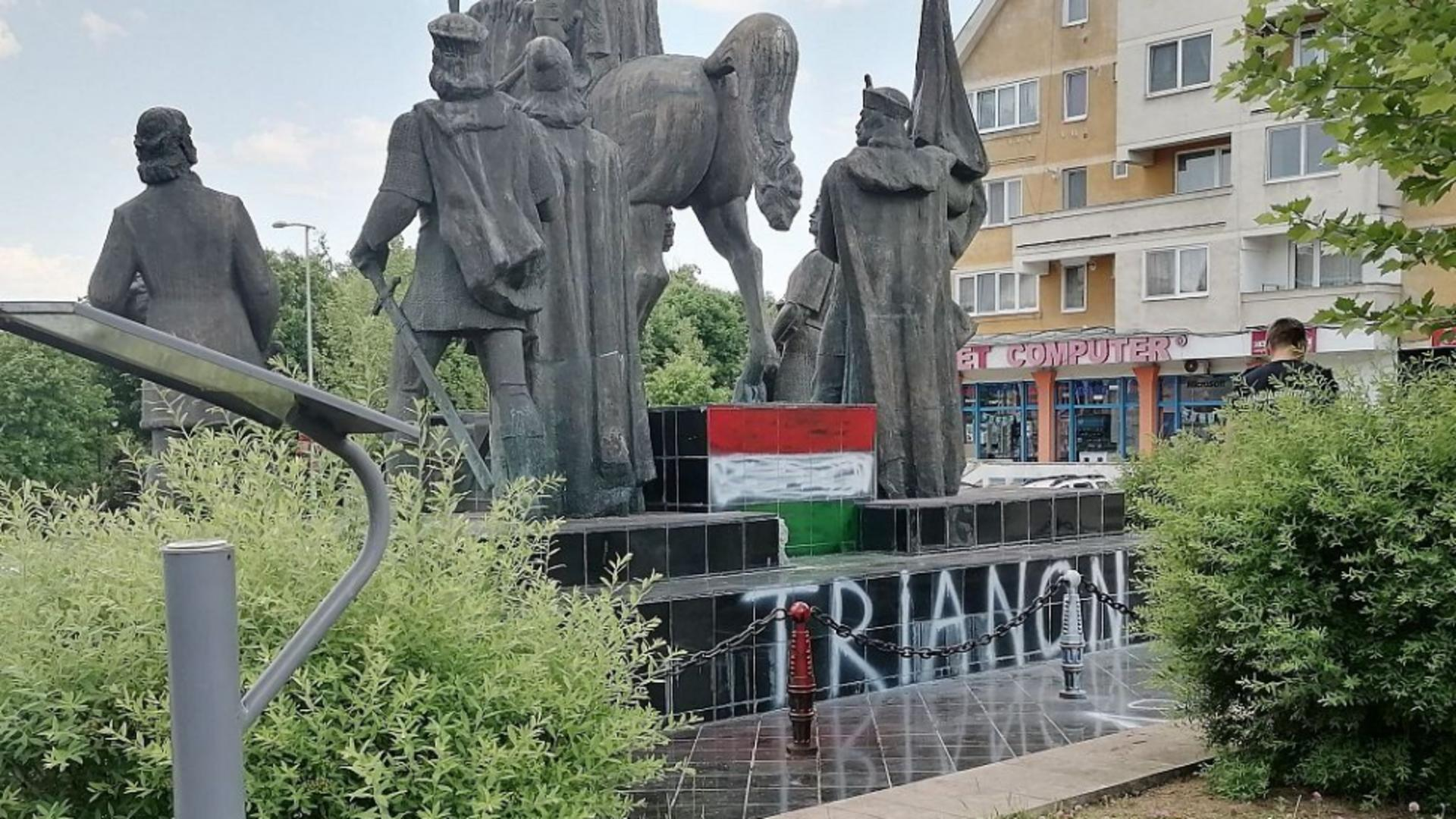 Statuia lui Stefan cel Mare din Sf. Gheorghe, profanata (foto: covasnamedia.ro)