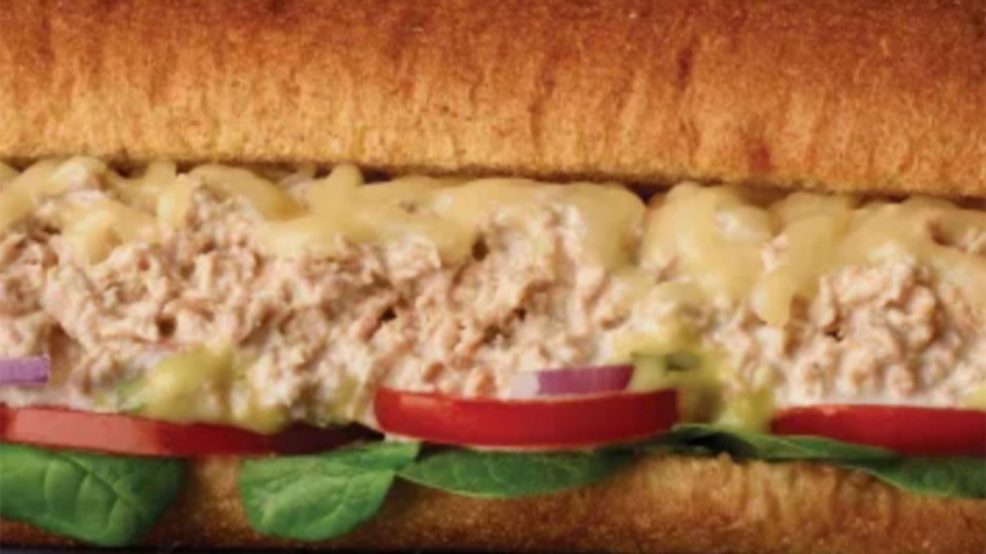 Sandwich cu ton, care nu are...ton. Foto/www.eatthis.com