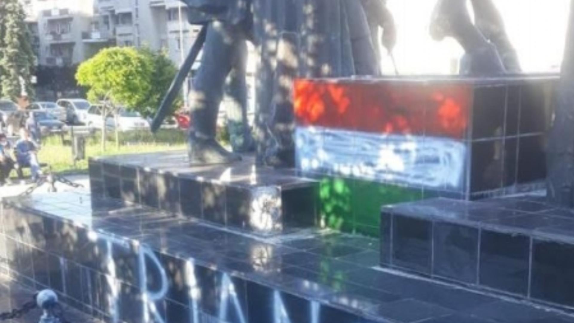 Patru adolescenți, reținuți pentru vandalizarea statuii Mihai Viteazul din Sf. Gheorghe