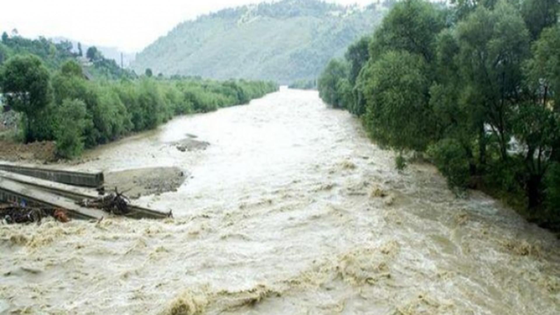 Familii izolate din cauza apelor