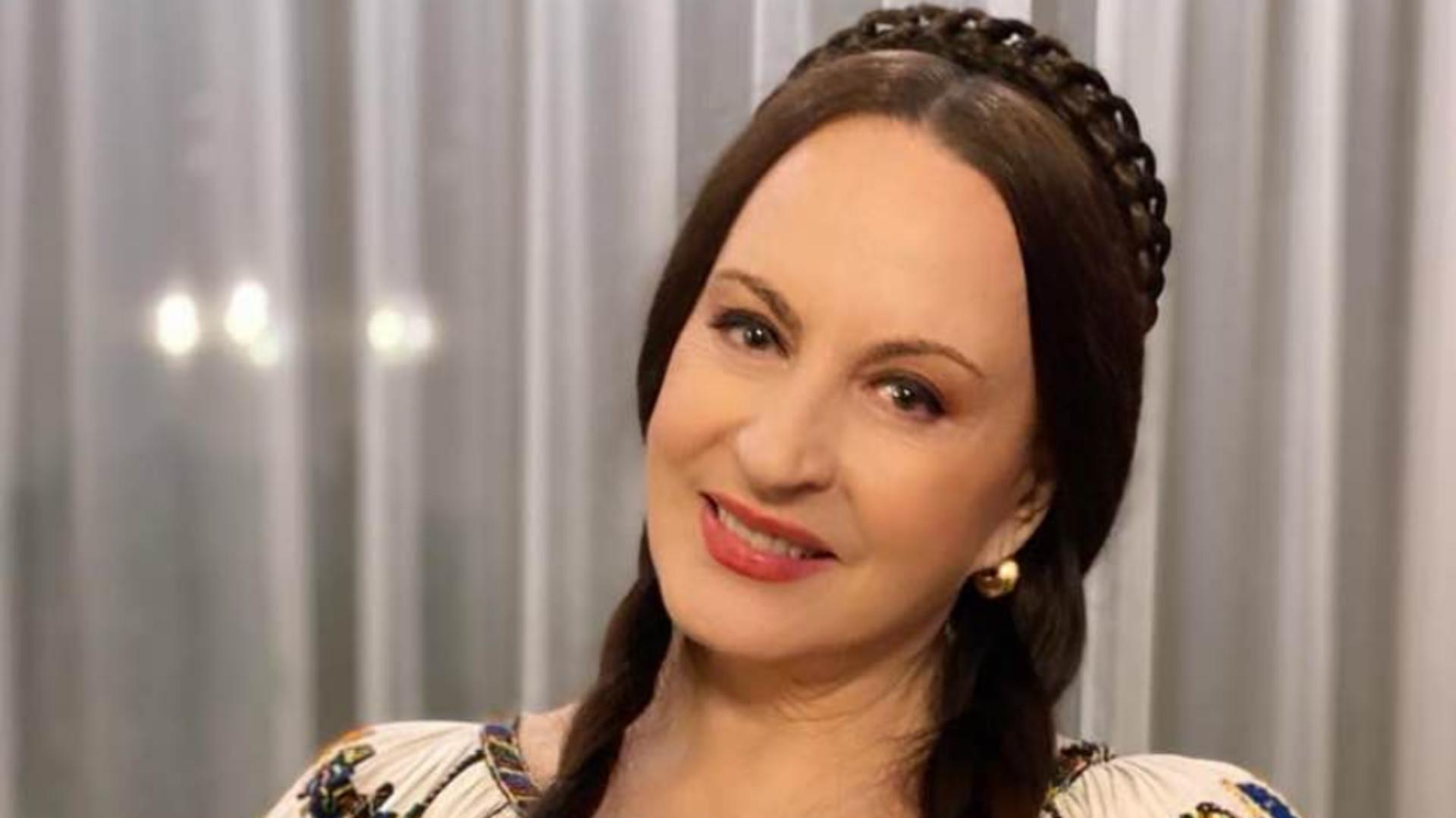 Maria Dragomiroiu se spala la lighean