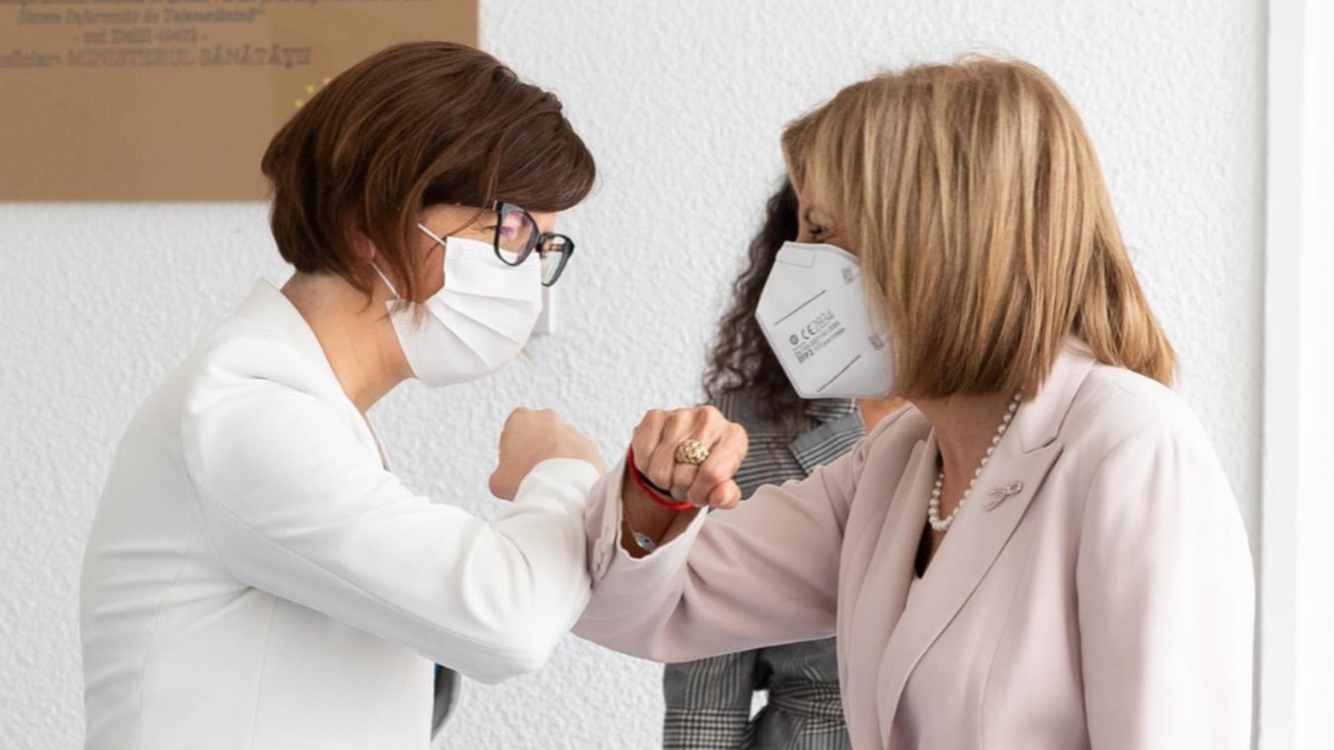 Ioana Mihăilă și Stella Kyriakides. Foto: captură Facebook Ministerul Sănătății