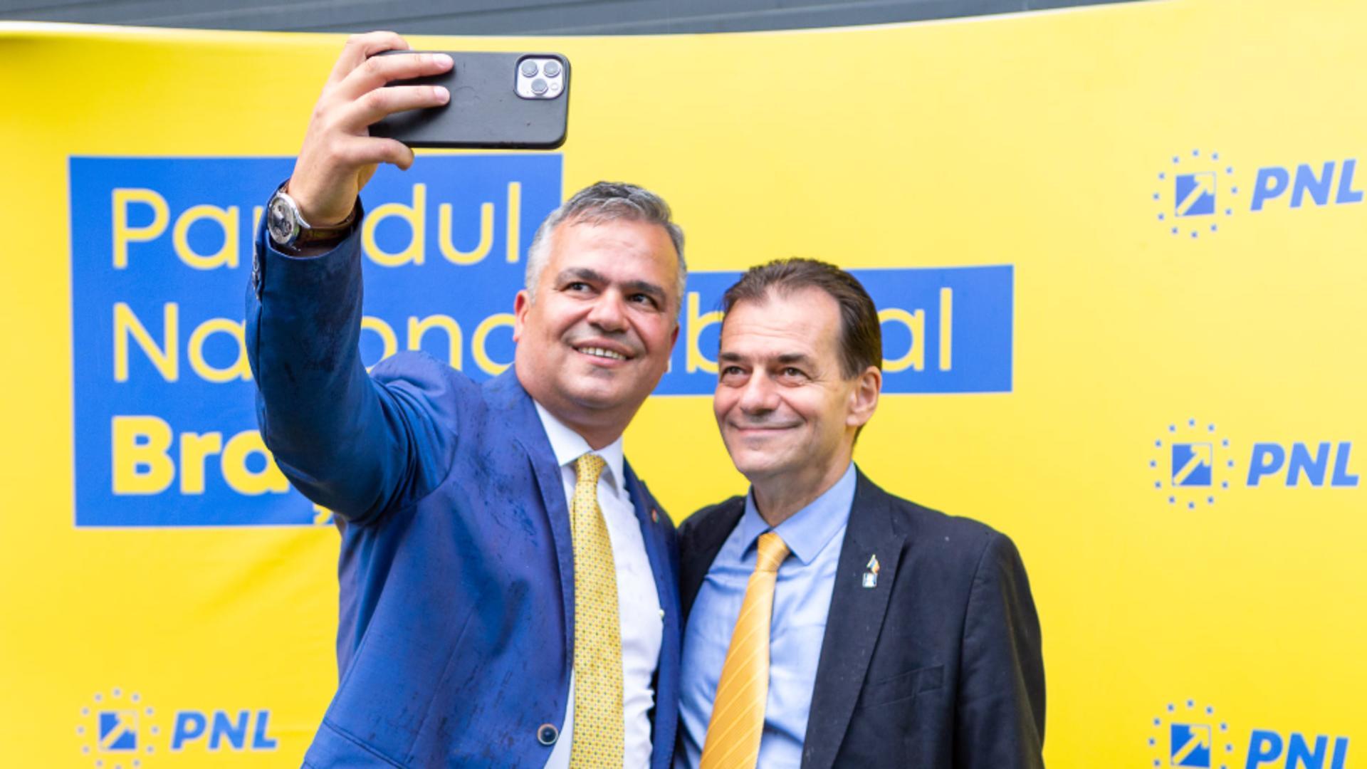 Ludovic Orban, alături de președintele PNL Brașov, Adrian Veștea / Foto: Facebook