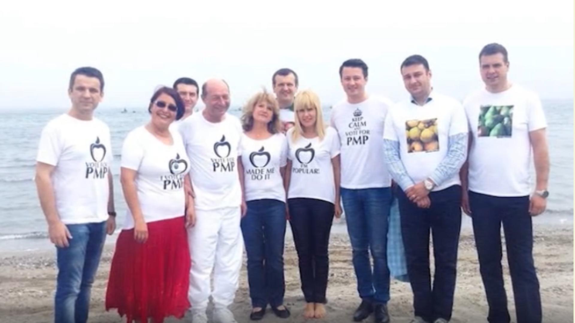 Elena Udrea, alături de Traian Băsescu și alți membri PMP / Captură foto