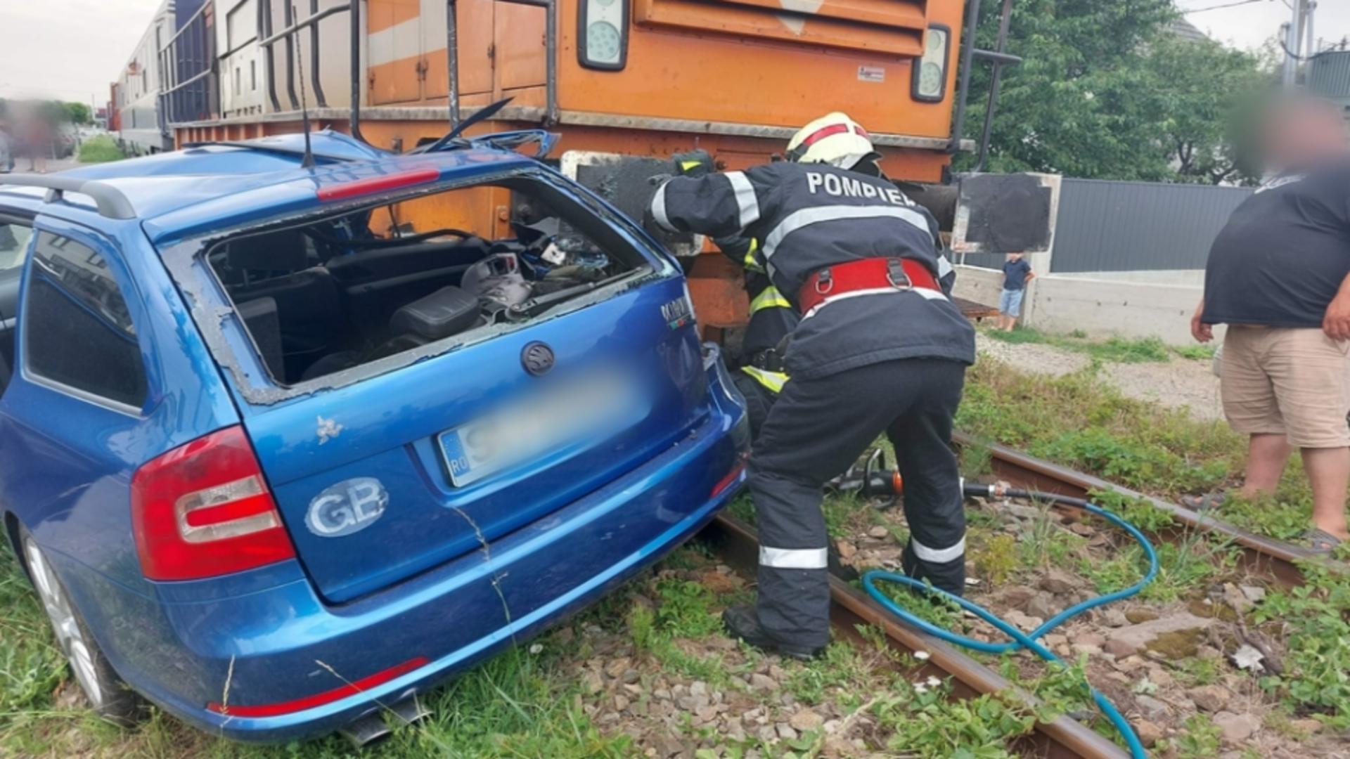 Accident în județul Suceava, mașină lovită de tren