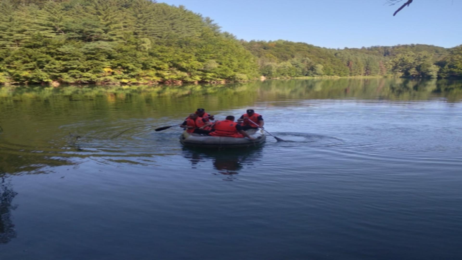 Căutări bărbat căzut din barcă, zona lacului Vida, jud. Bihor