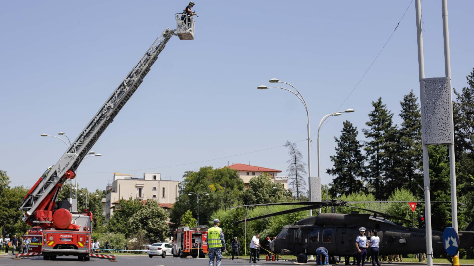 Elicopter prăbușit în intersecție / Foto: Inquam Photos