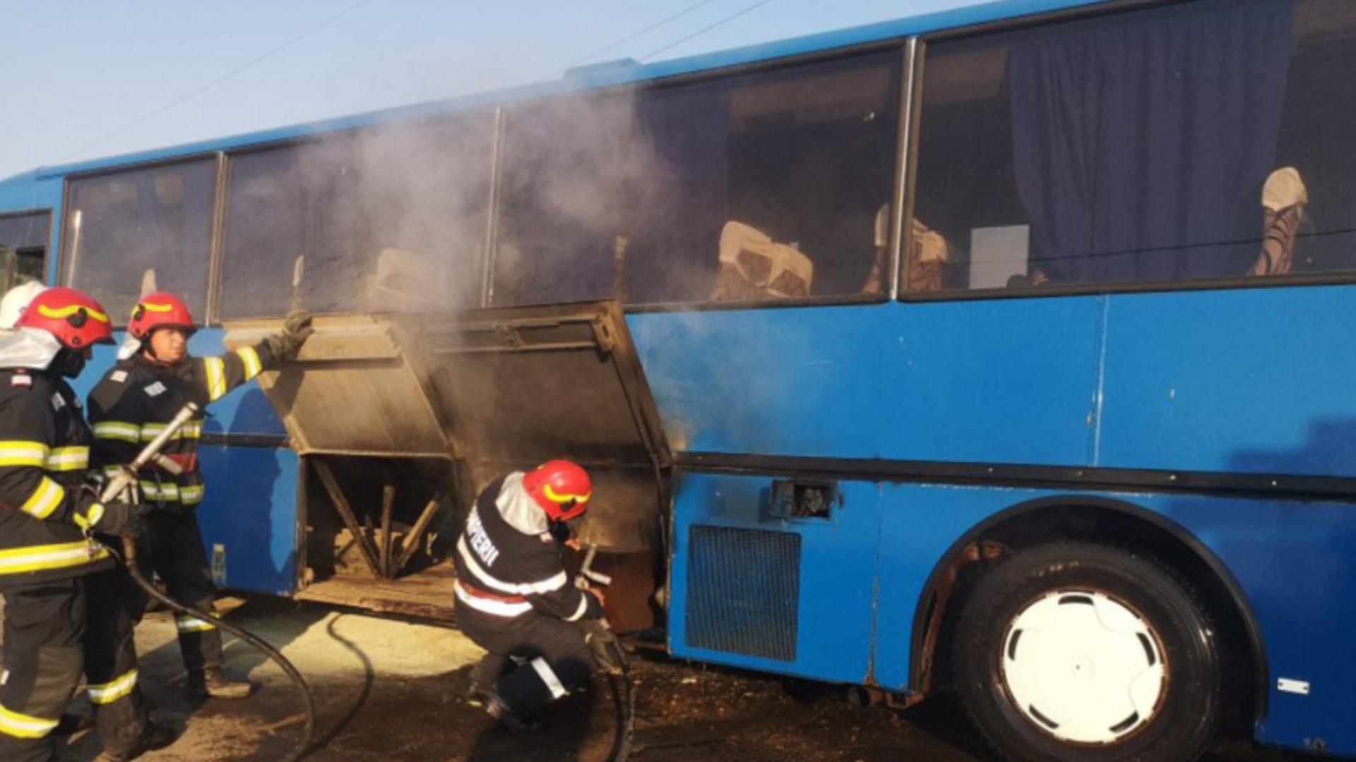 Autocar în flăcări / Captură foto
