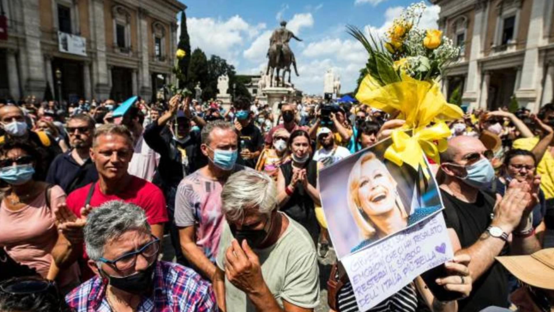 Secvență de la înmormântarea Raffaellei Carra