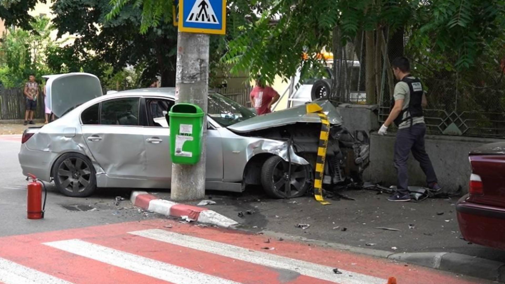 Accident în Târgoviște după o urmărire cu Poliția: 2 copii răniți și 3 mașini avariate Foto: captură Youtube