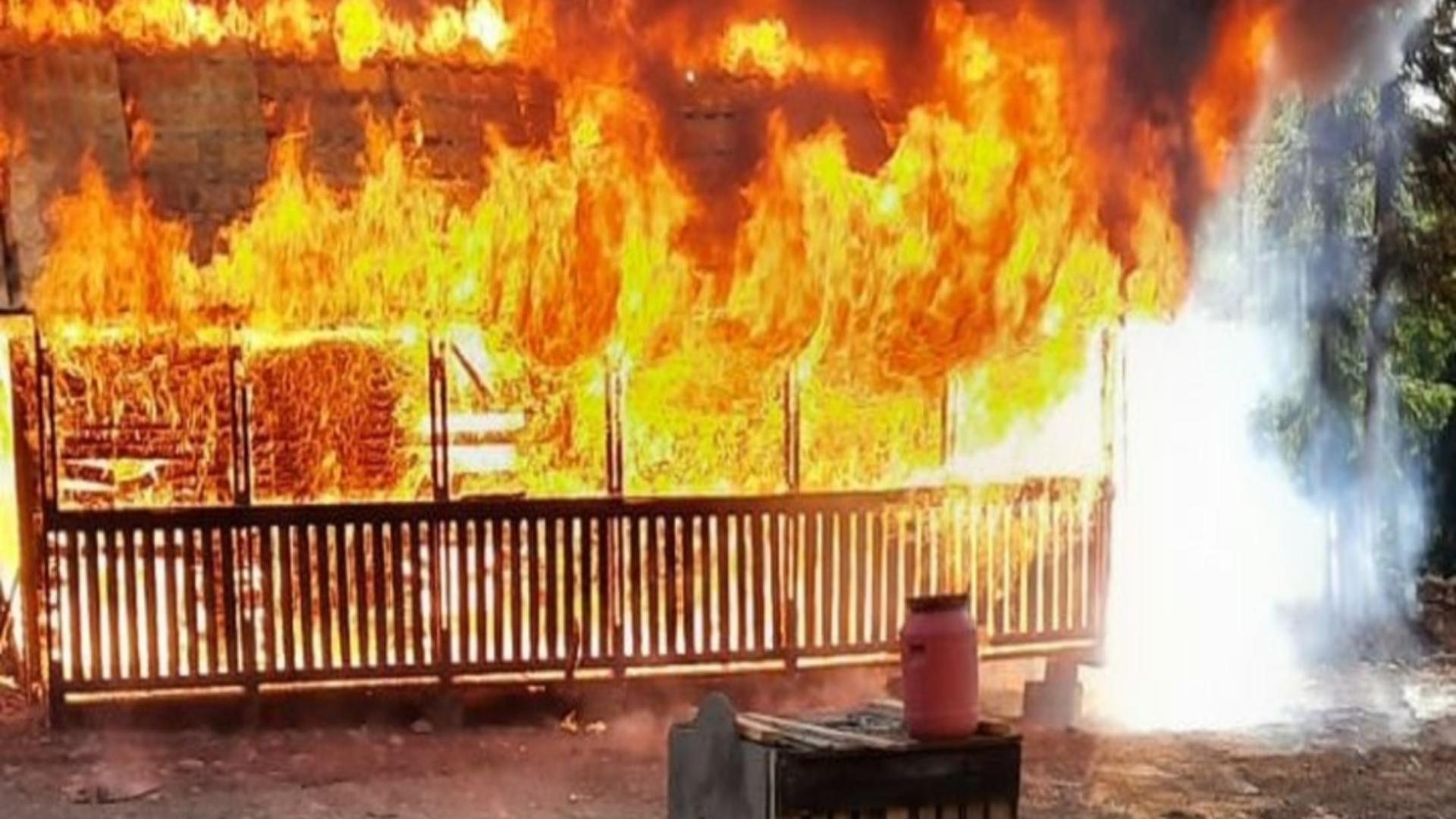 Cabană în flăcări la Straja