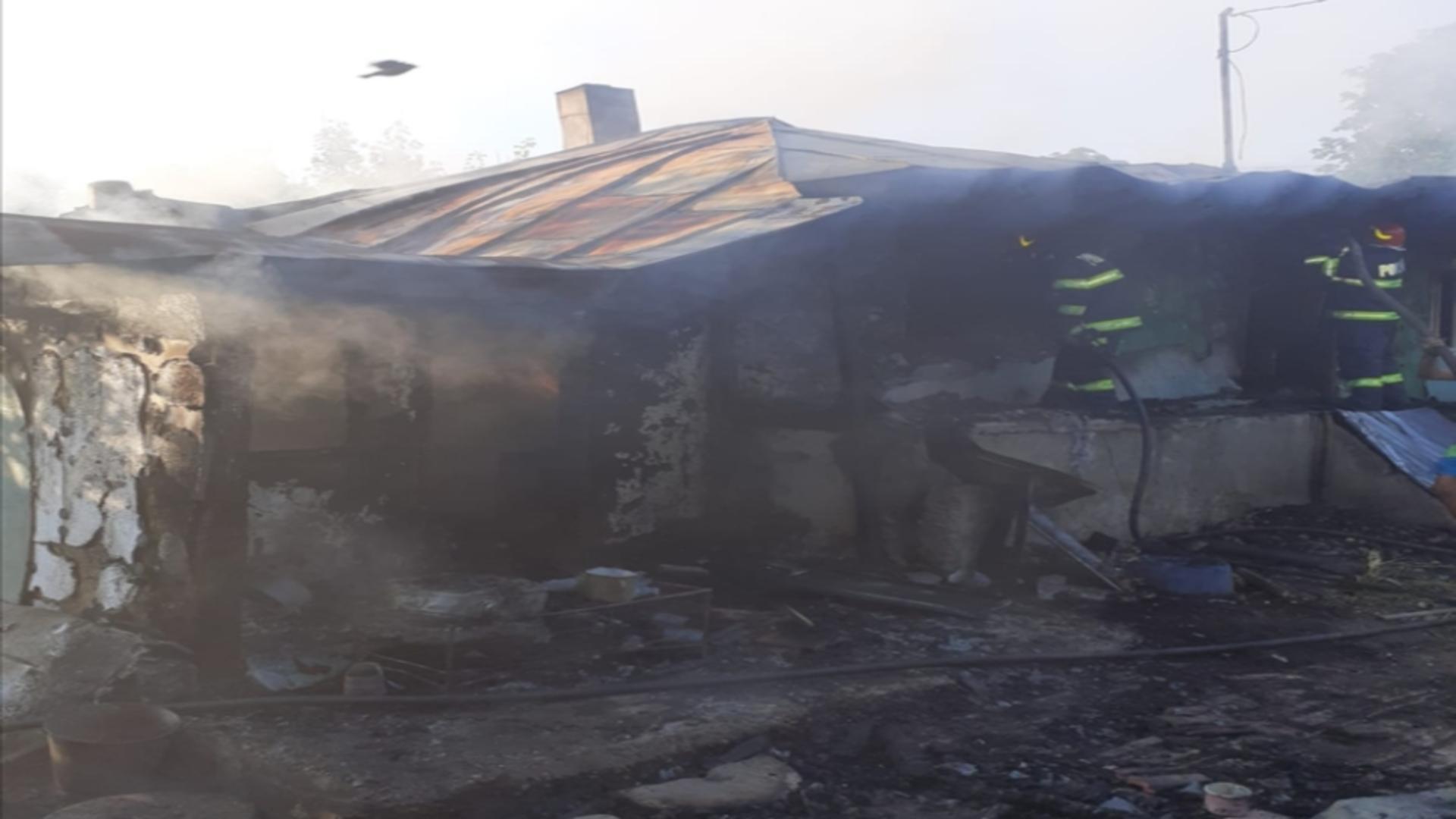 Locuință distrusă de flăcări din cauza unei țigări nestinse, în Vaslui. Foto: Realitatea de Vaslui