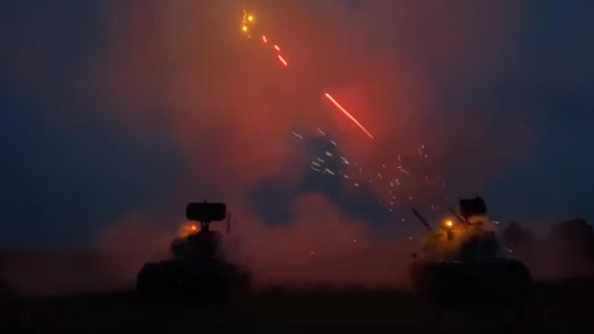 """VIDEO Imagini spectaculoase cu militarii români, scene ca în """"Războiul Stelelor"""""""