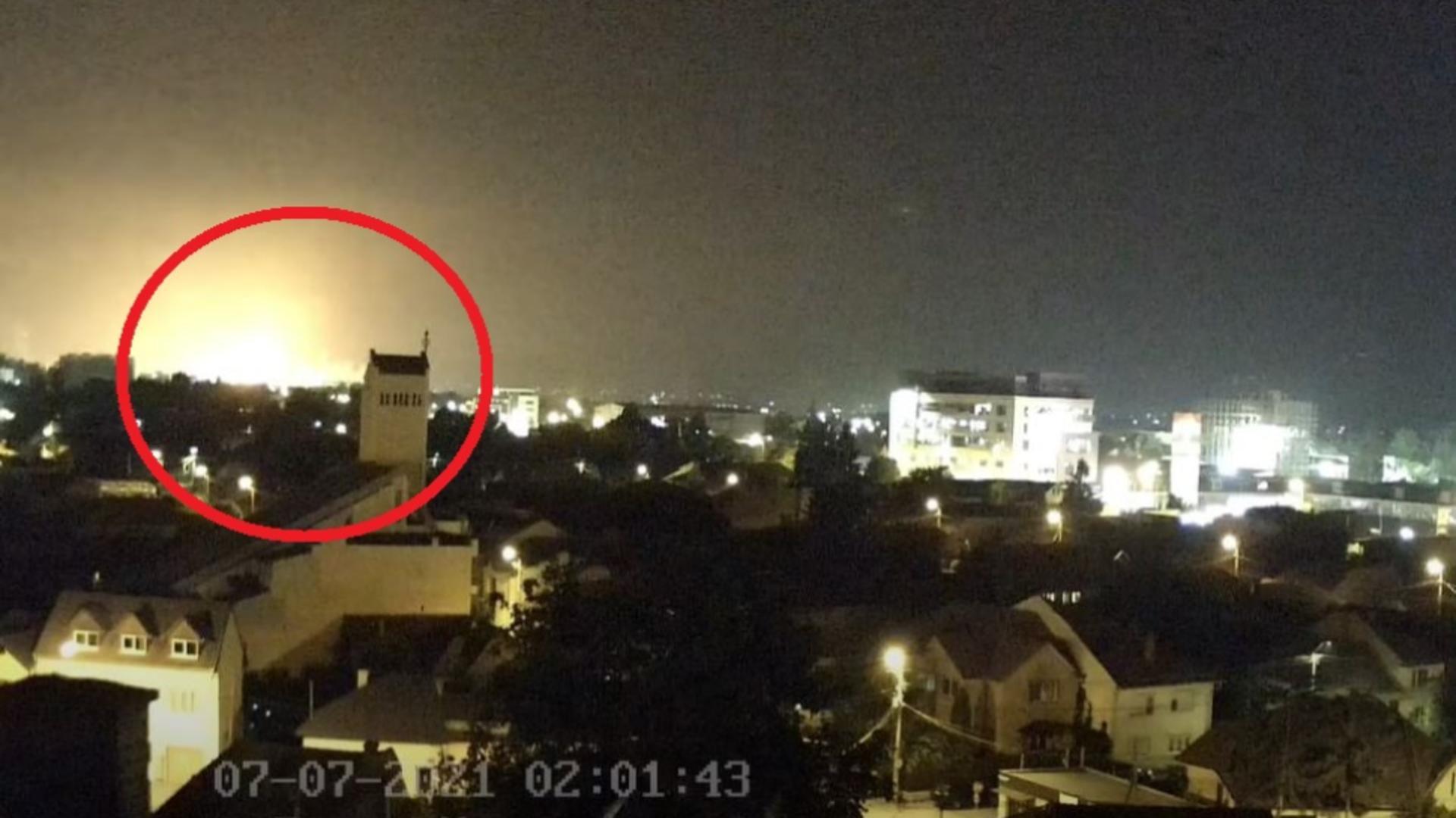 VIDEO - Explozie urmată de incendiu la Combinatul Chimic Azomureș - Cel puțin o persoană a fost rănită - Momentul deflagrației, surprins de camerele video
