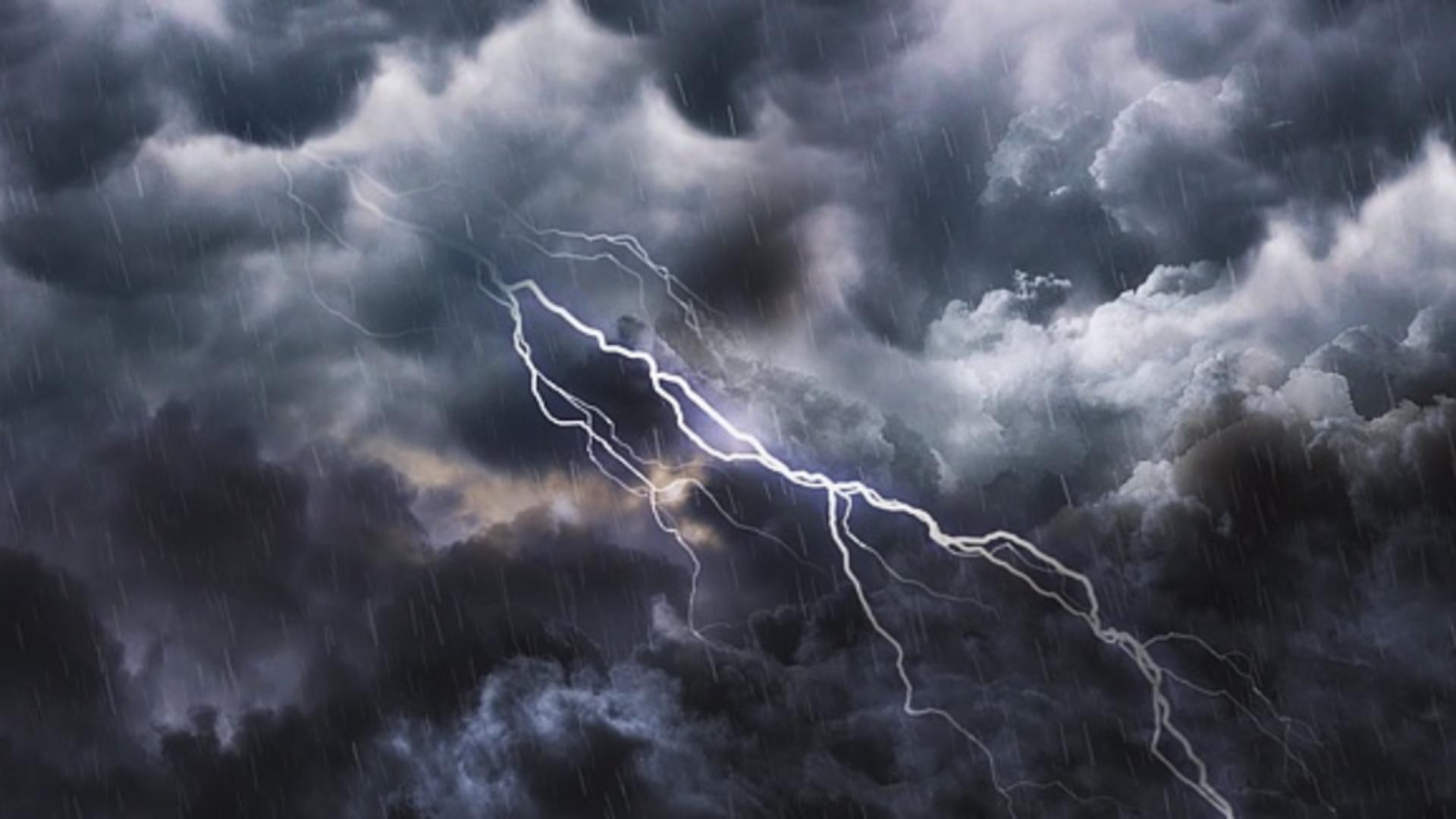 Prognoză meteo pentru București. Ploi și vânt puternic în următoarele ore. Foto arhivă