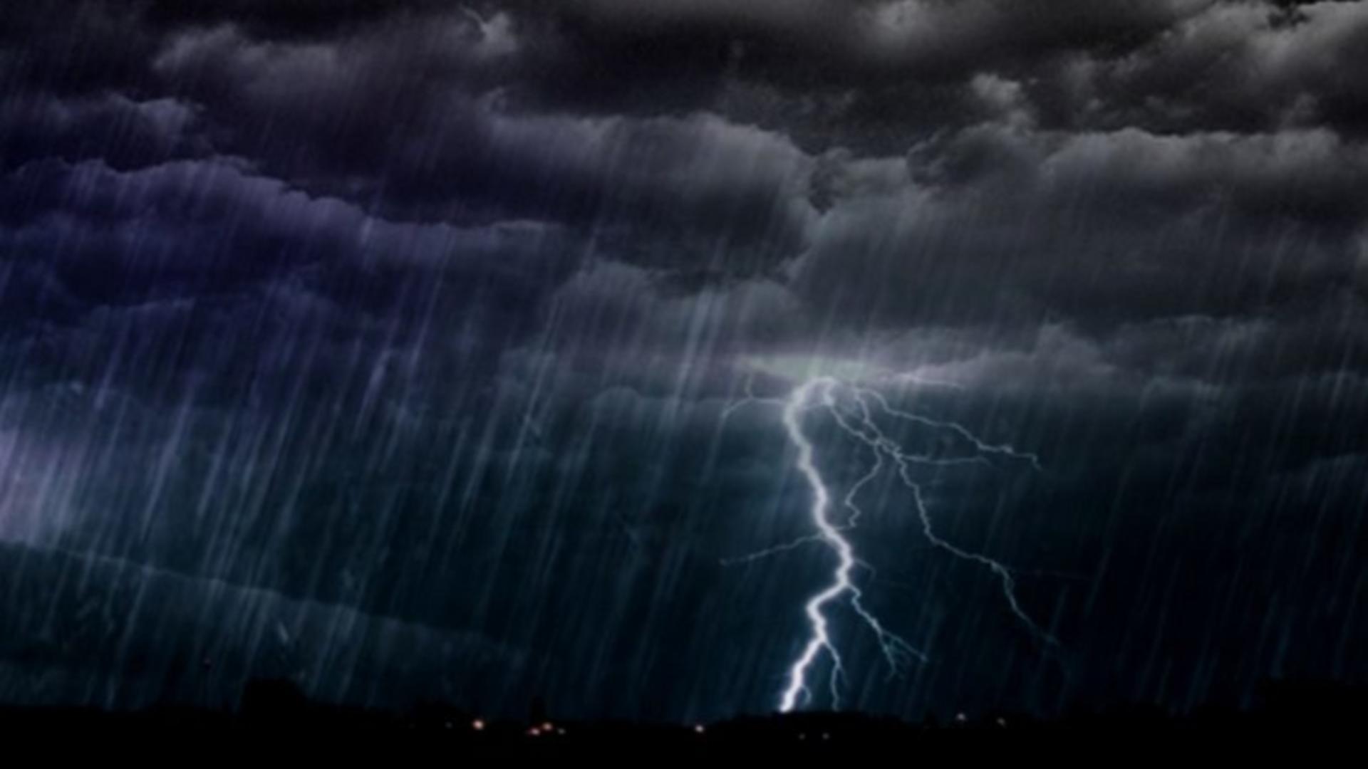 Fulger si ploaie torentiala