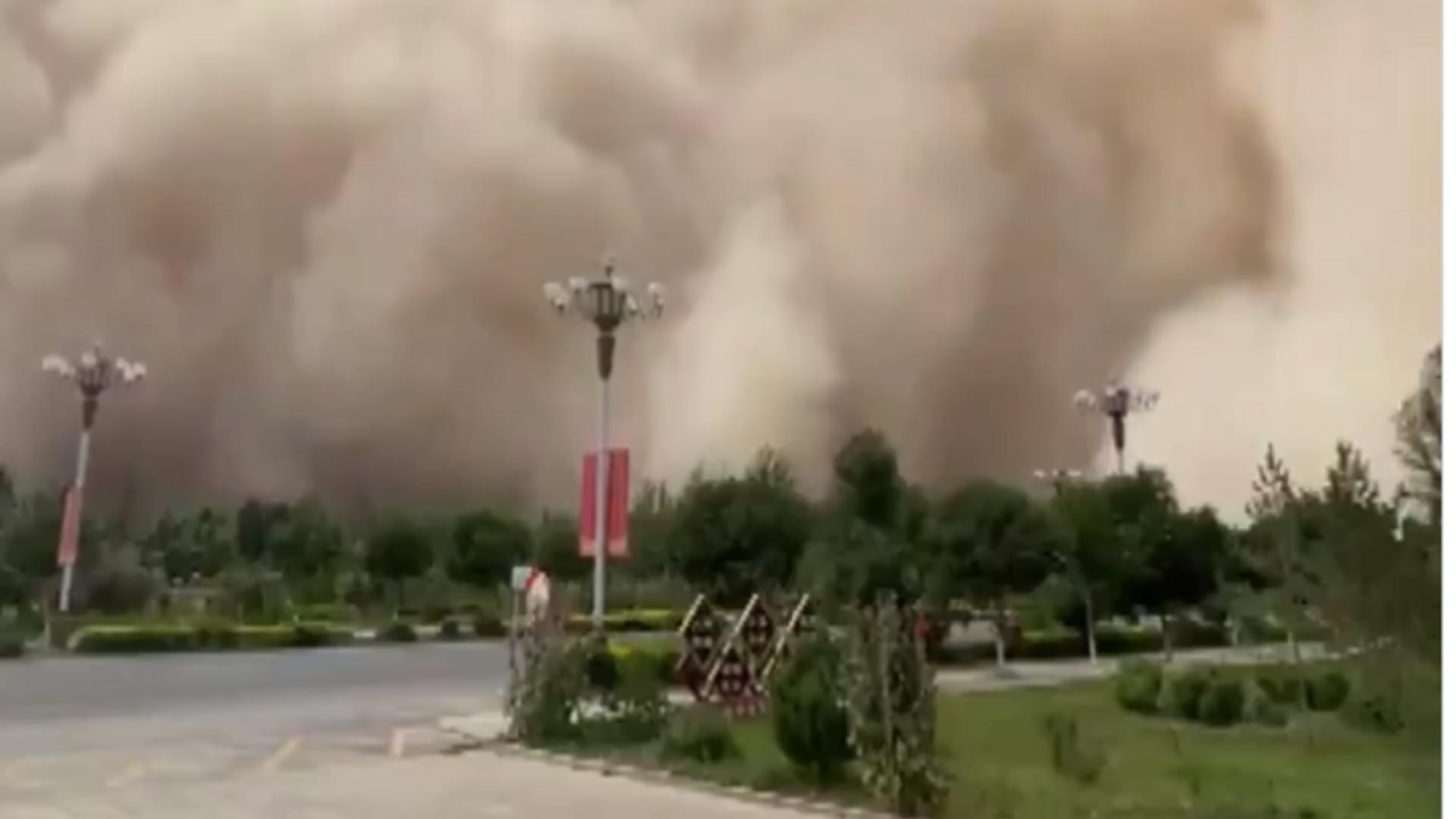 Furtună de nisip în China. Foto: Twitter