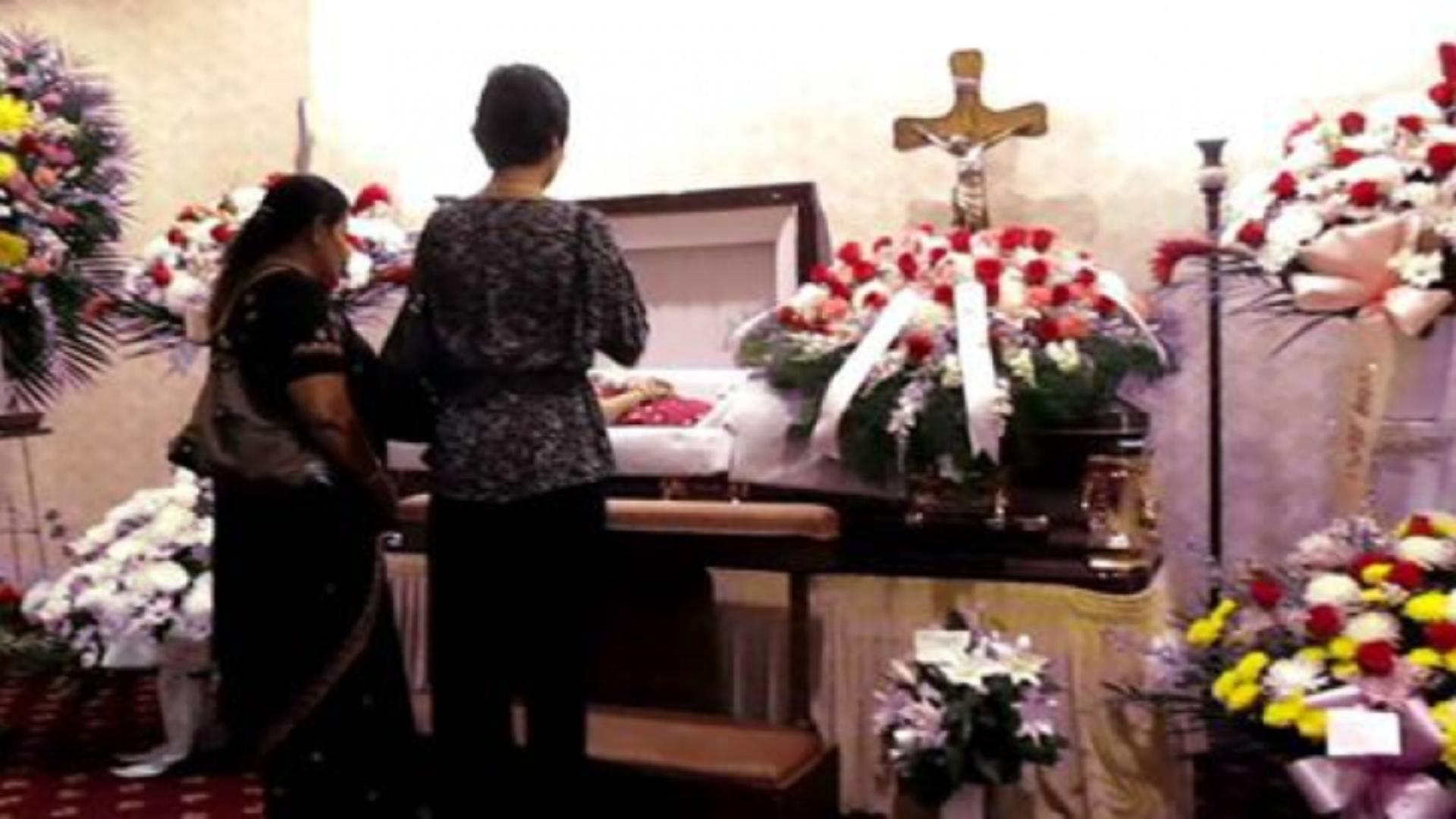 O întâmplare stranie a avut loc la înmormântarea unei bătrâne de 101 ani