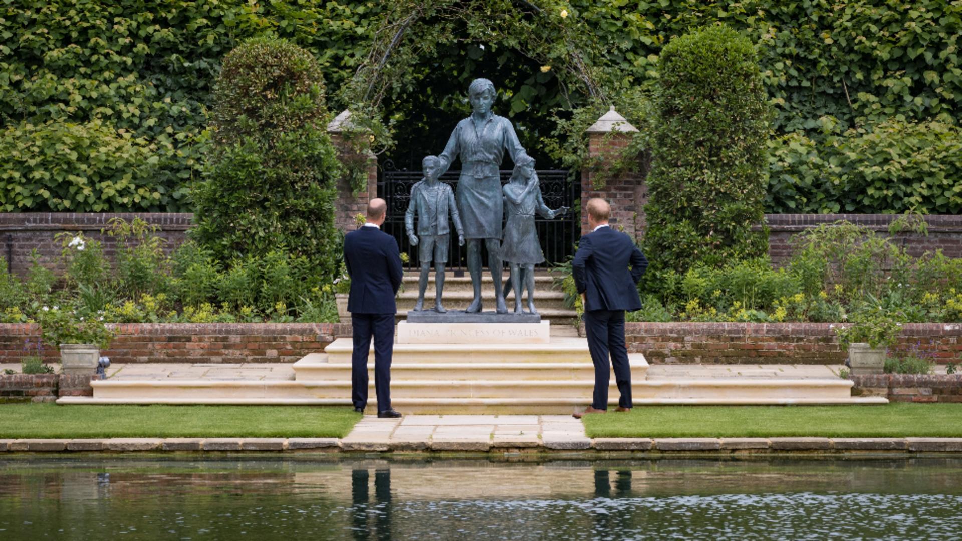 Reîntâlnire emoționantă a prinților William și Harry pentru mama lor, prințesa Diana Foto: Twitter