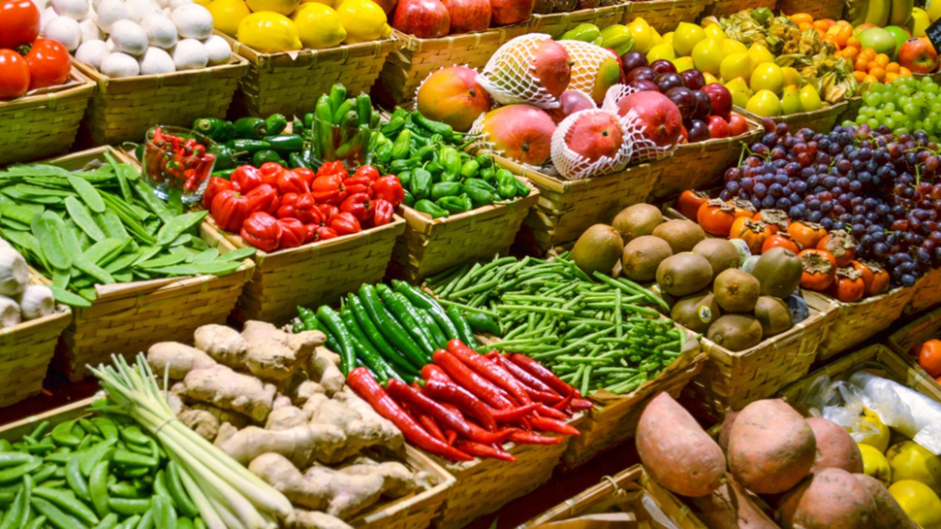 Stand de fructe și legume (foto ilustrativ)