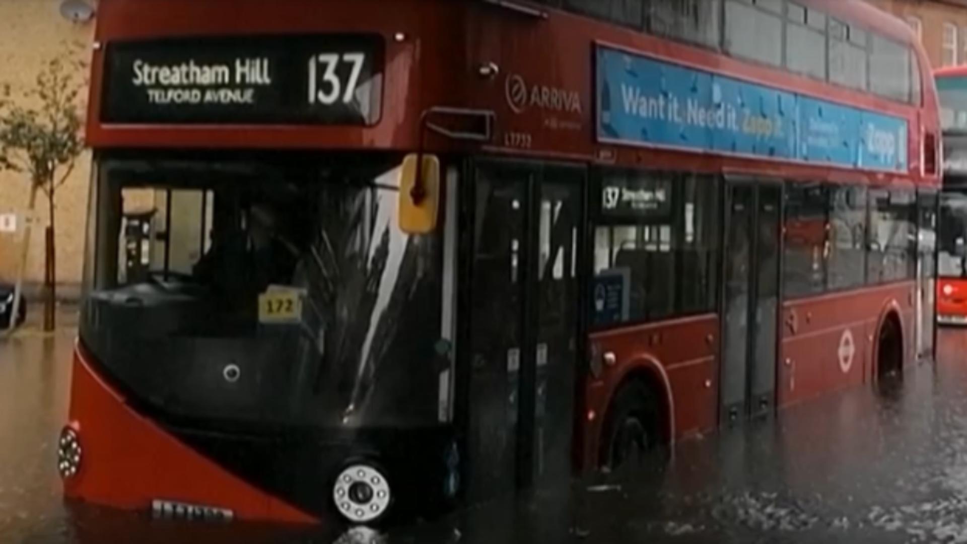 Inundații Londra. Foto: captură YouTube