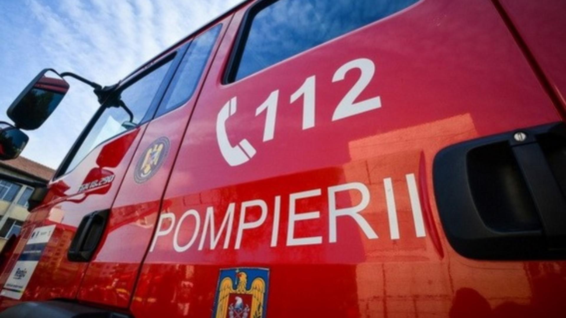 O ambulanță a luat foc, în Prahova