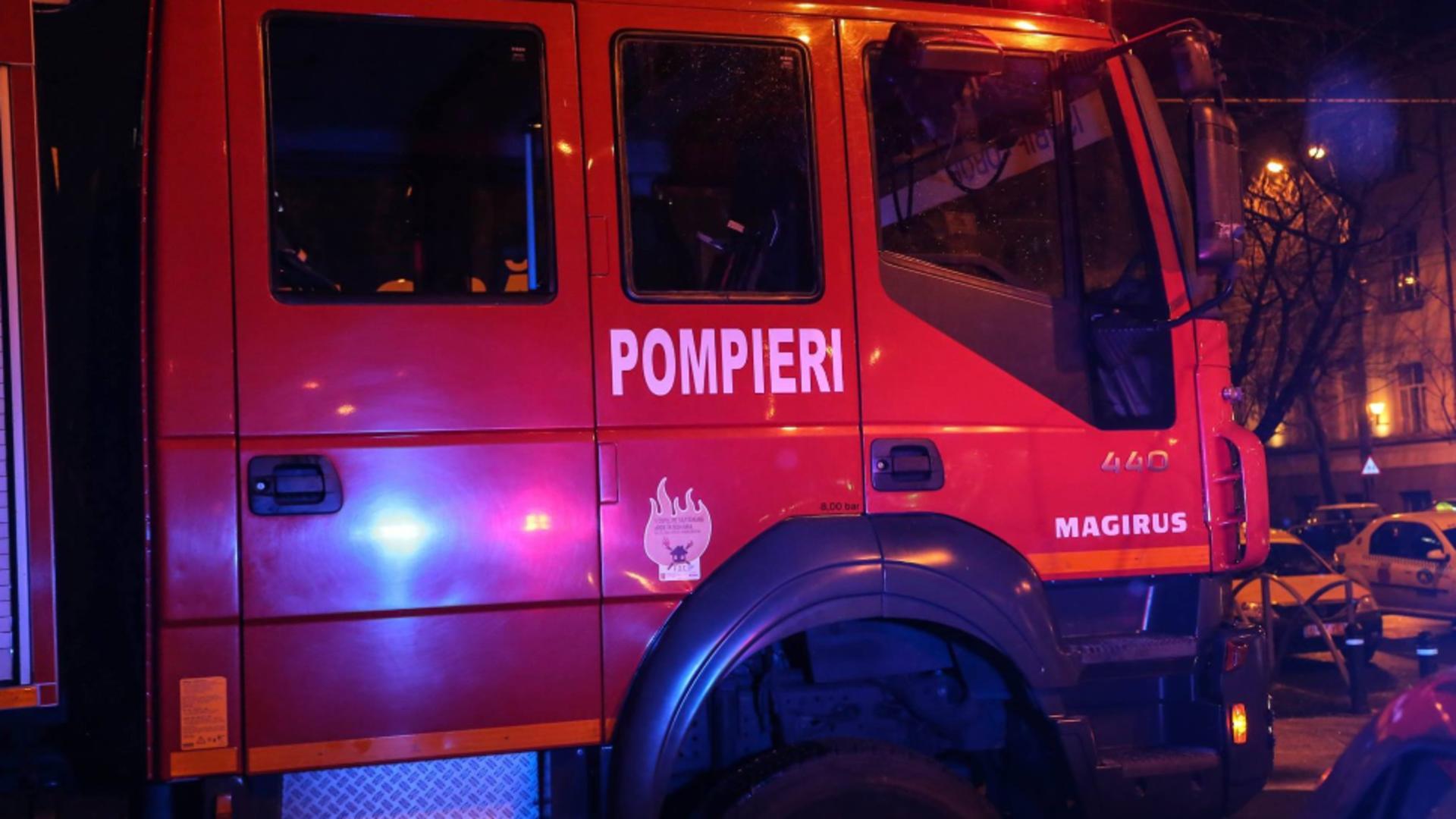 Incendiu într-un bloc din Moreni