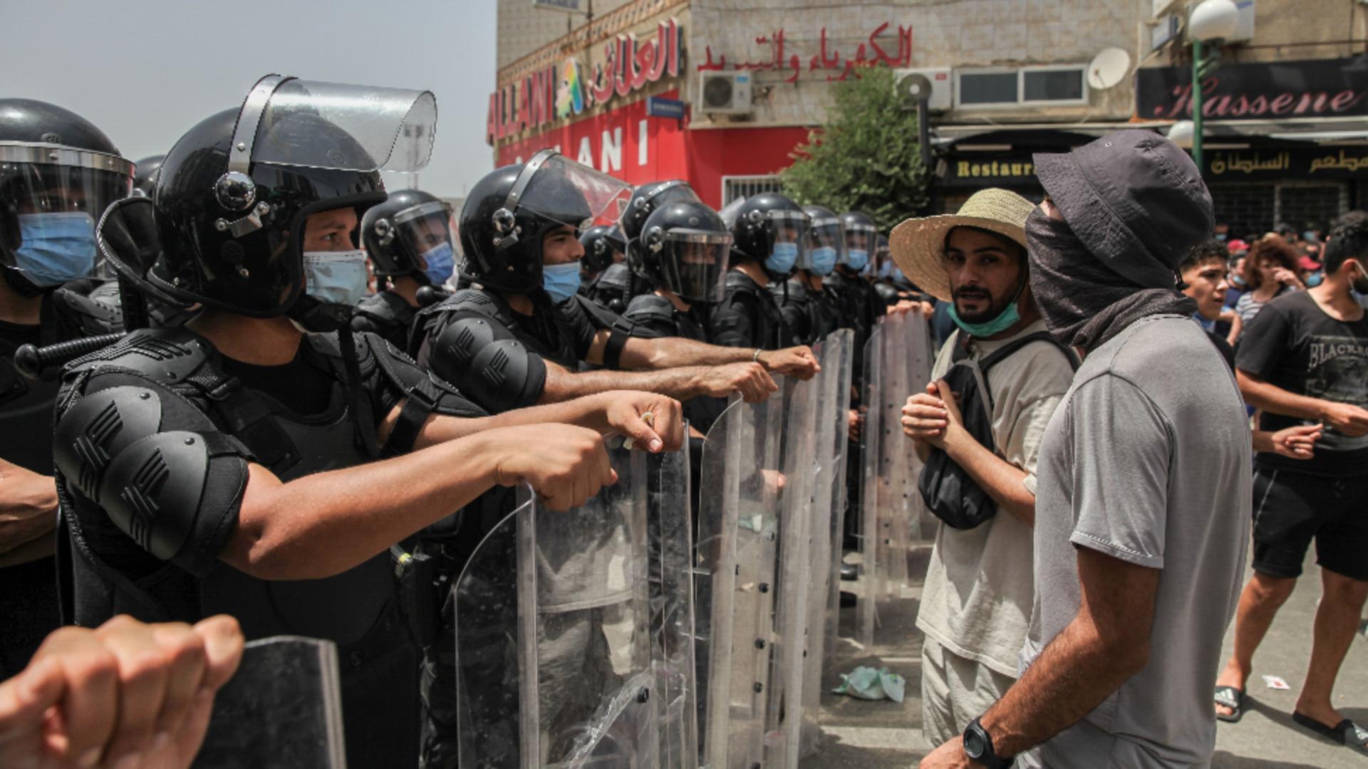 Președintele Tunisiei l-a demis pe premier, după ce au izbucnit proteste violente în toată țara / Foto: Profi Media