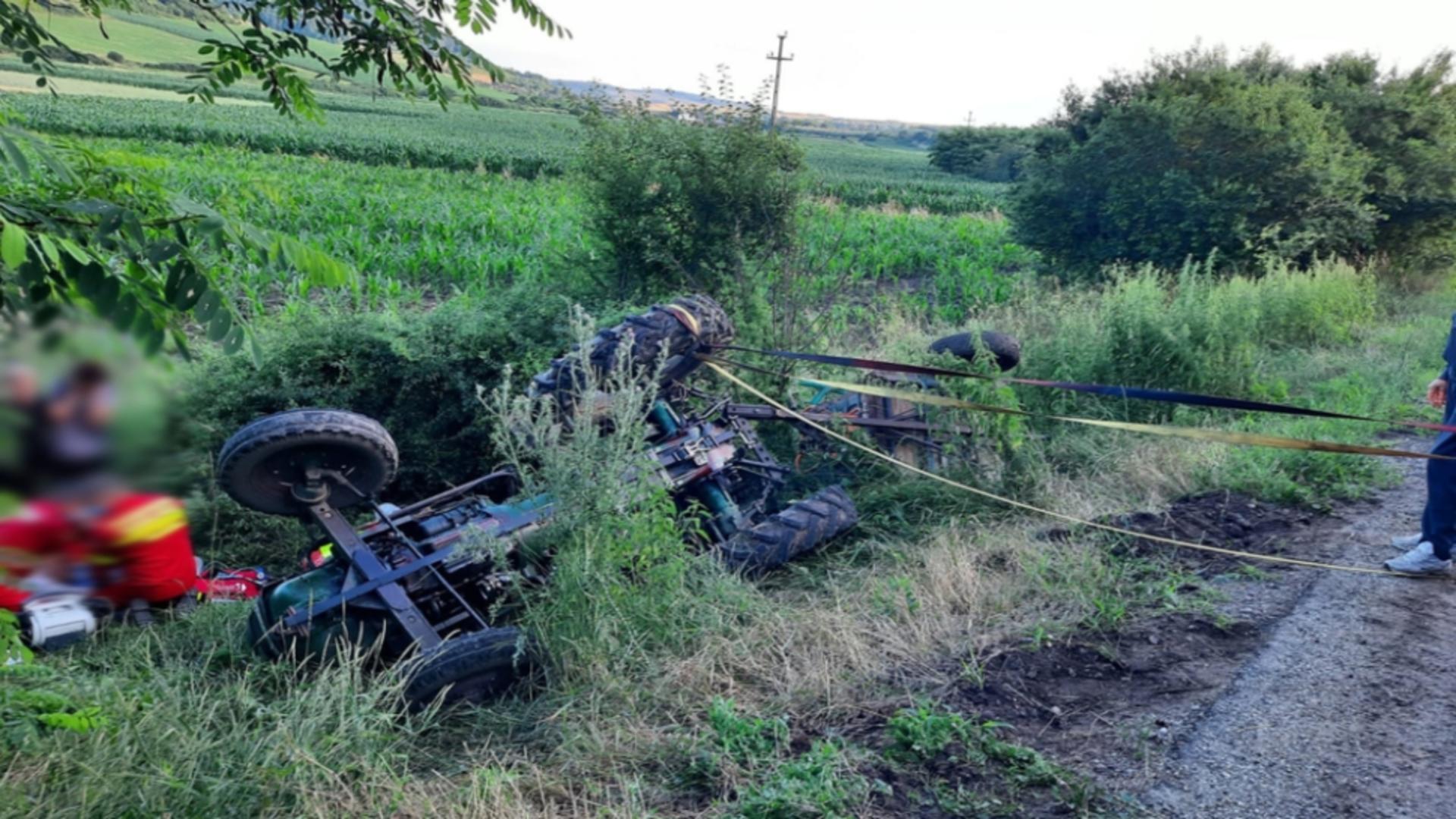 A murit după ce a căzut cu tractorul în canalul de irigații. Foto arhivă