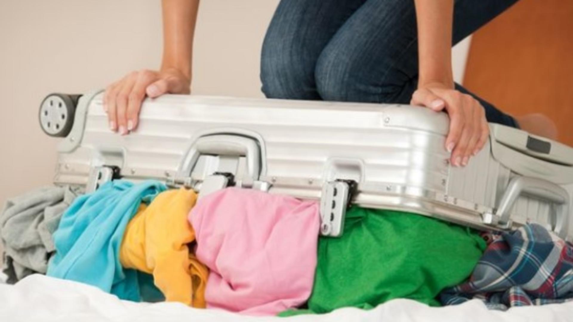 Ne facem bagajul, dar multe destinații preferate sunt sub incidența codurilor Covid. Foto arhivă