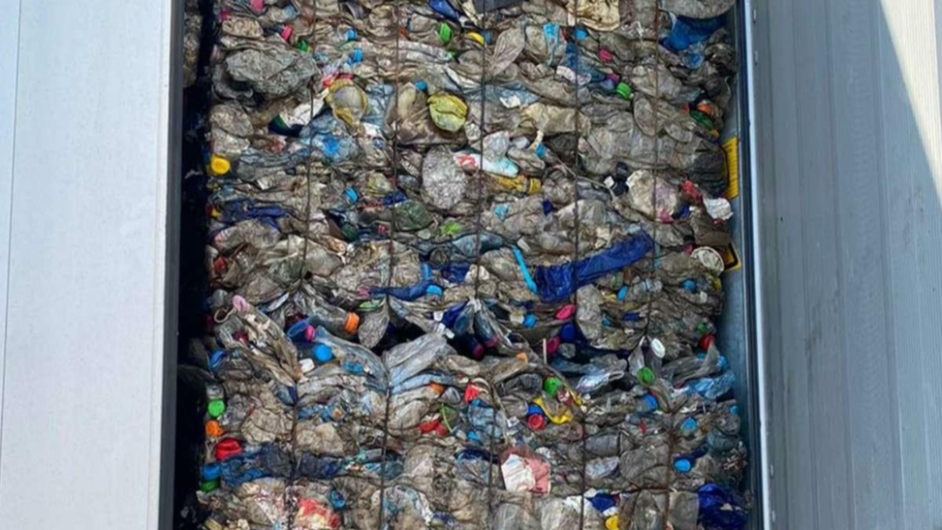 Peste 17 tone de deşeuri din plastic, oprite la Vama Giurgiu. Sursa foto: Politia de Frontiera Romania