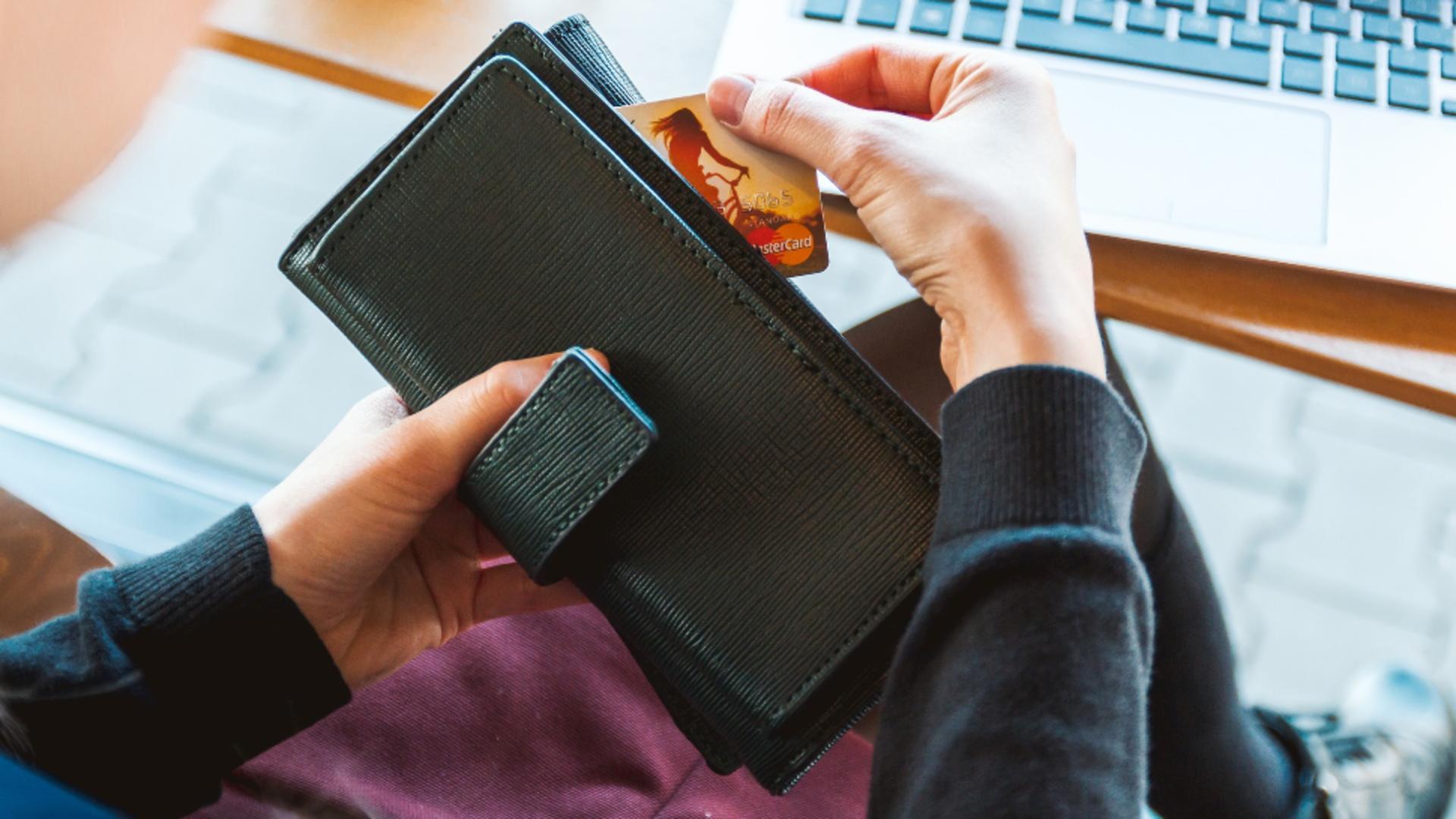 Românii care cumpără online, victimele escrocilor. Sursa foto: Pixabay