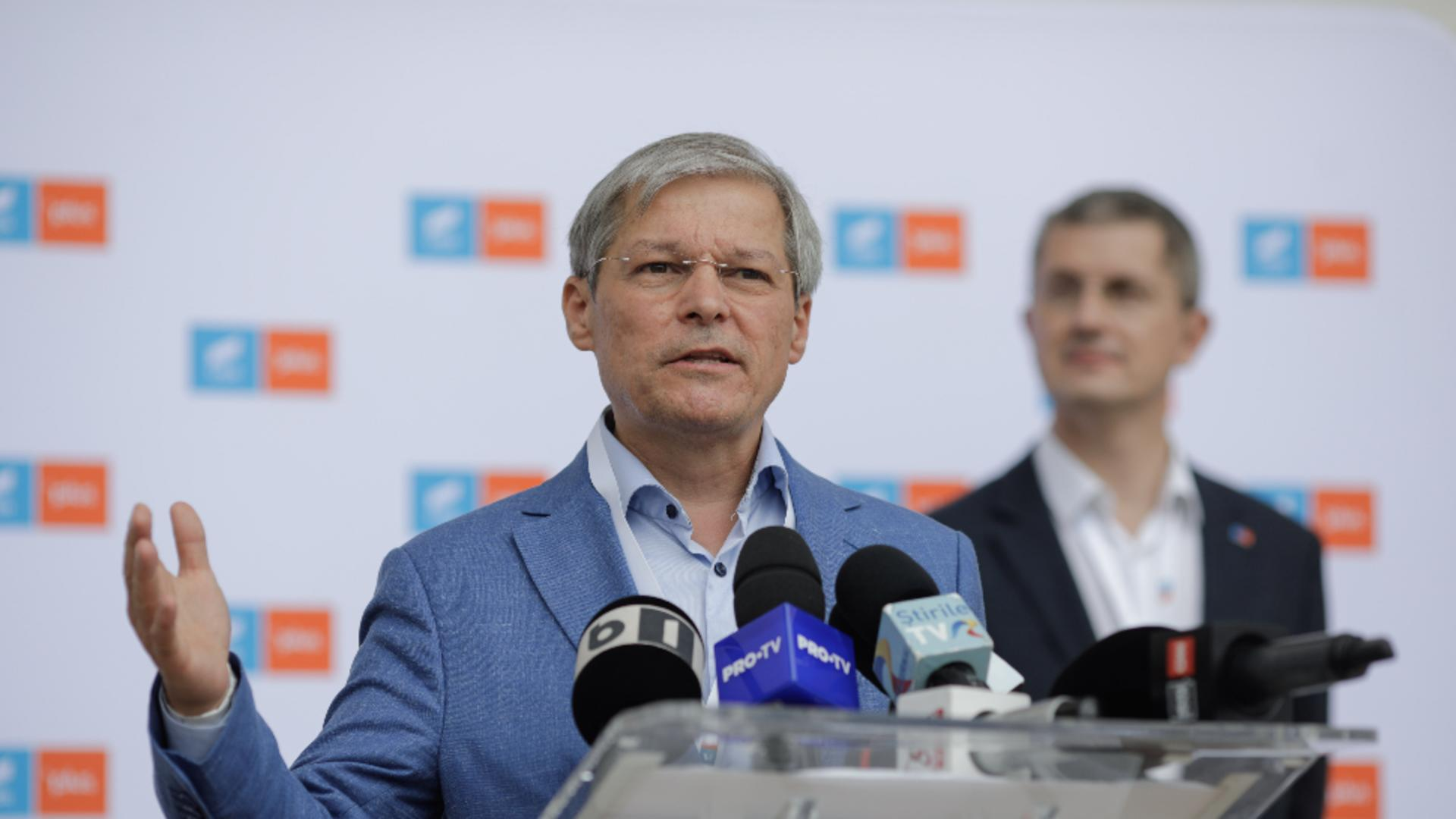 Dacian Cioloș și Dan Barna. Foto: Inquam Photos / George Călin