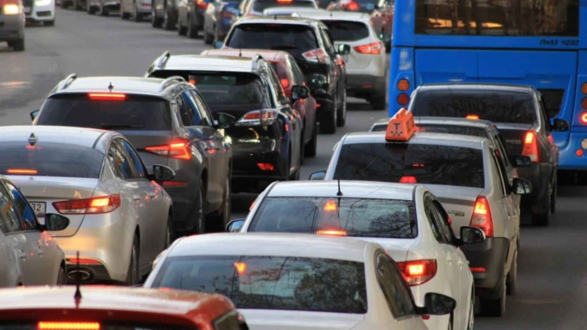 Mașină în FLĂCĂRI pe Autostrada Soarelui - TRAFICUL, restricționat spre Litoral