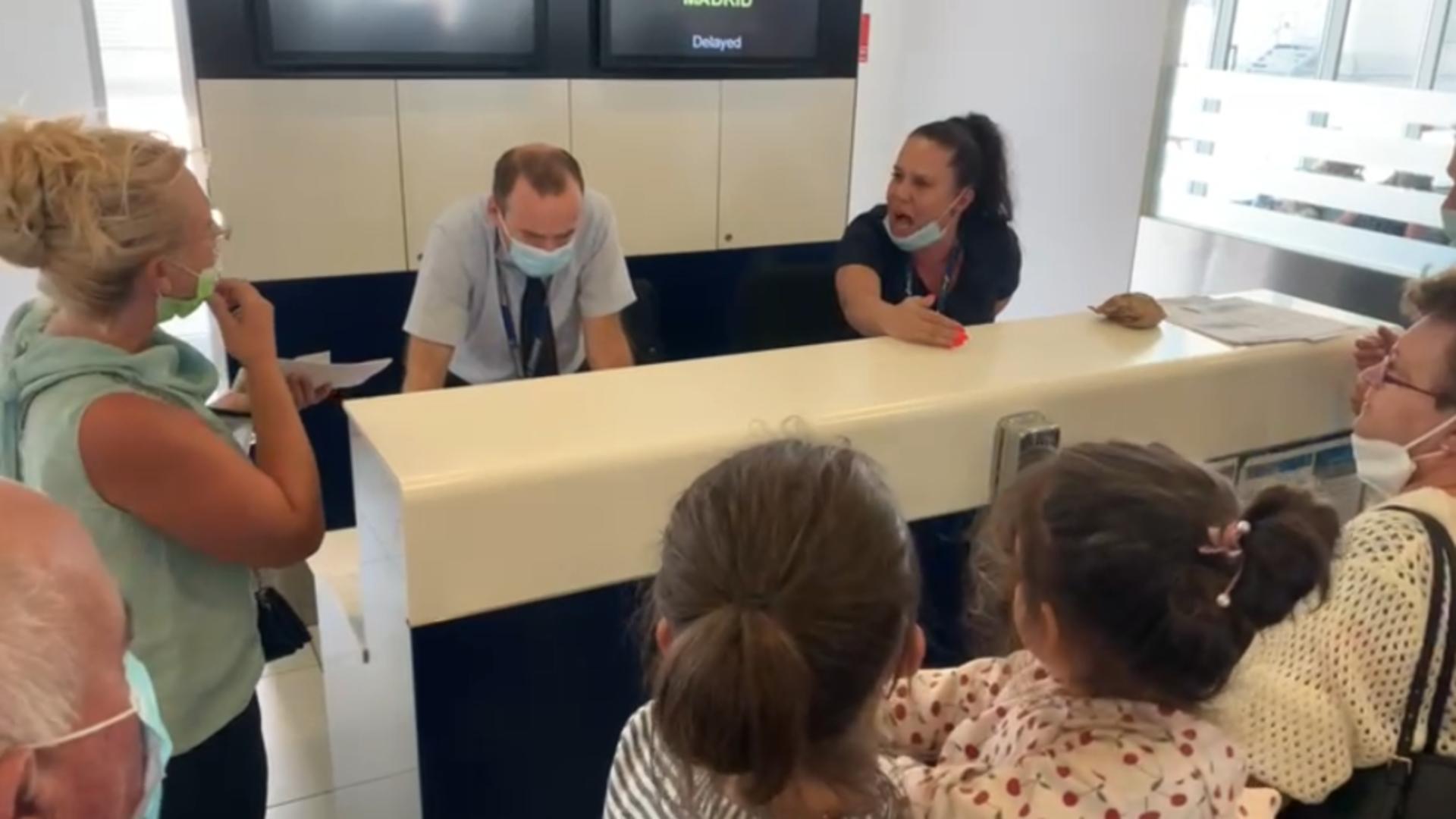 Discutii aprinse între pasageri și dispecerii aeroportului (captura video Europa FM)