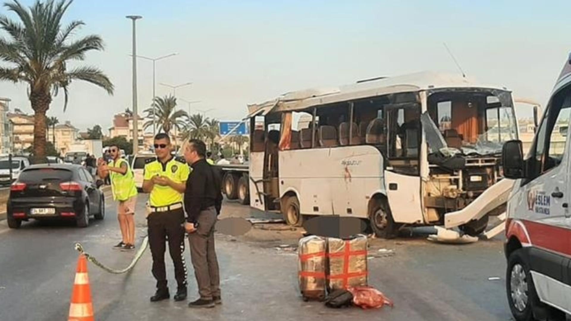 TRAGEDIE în Turcia, după un autocar răsturnat în Antalya - 3 turiști ruși MORȚI, 16 RĂNIȚI, printre care și copii
