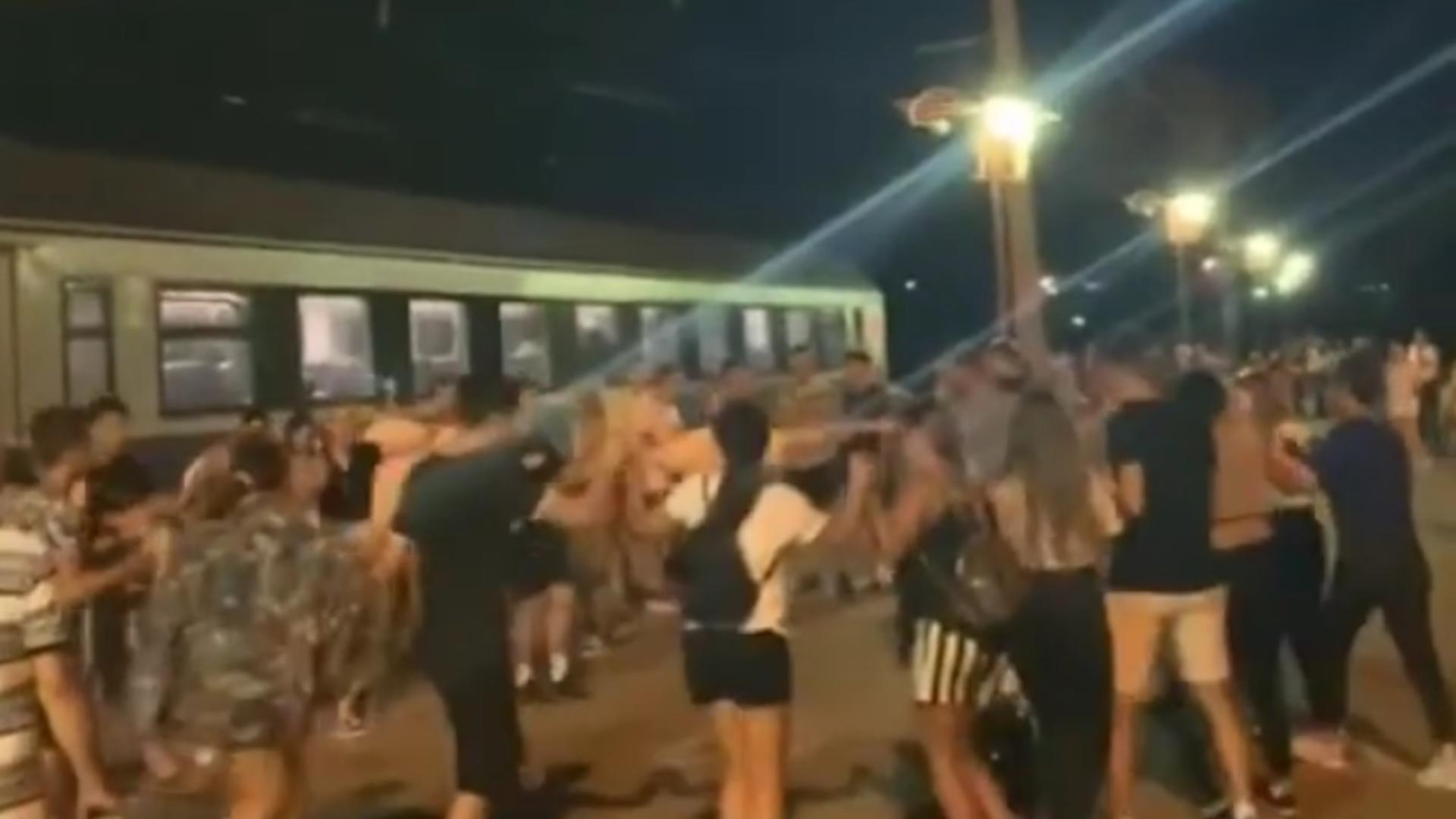 Dans în gară