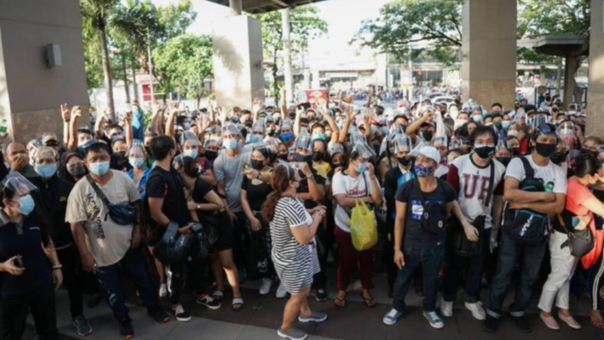 HAOS în Manila pentru vaccinarea anti-COVID-19 înainte de LOCKDOWN Foto: Twitter.com