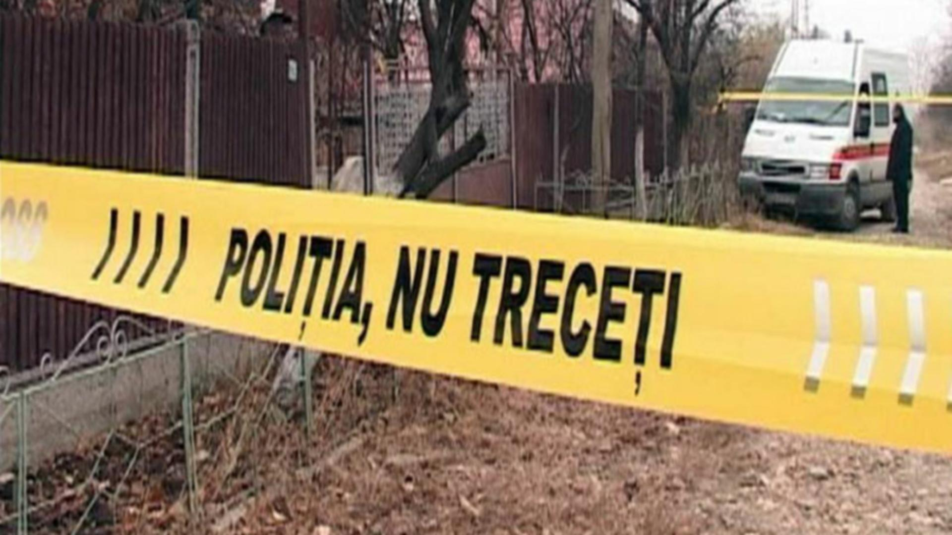 Un bărbat şi-a ucis mama, după ce a lovit-o în cap cu un topor