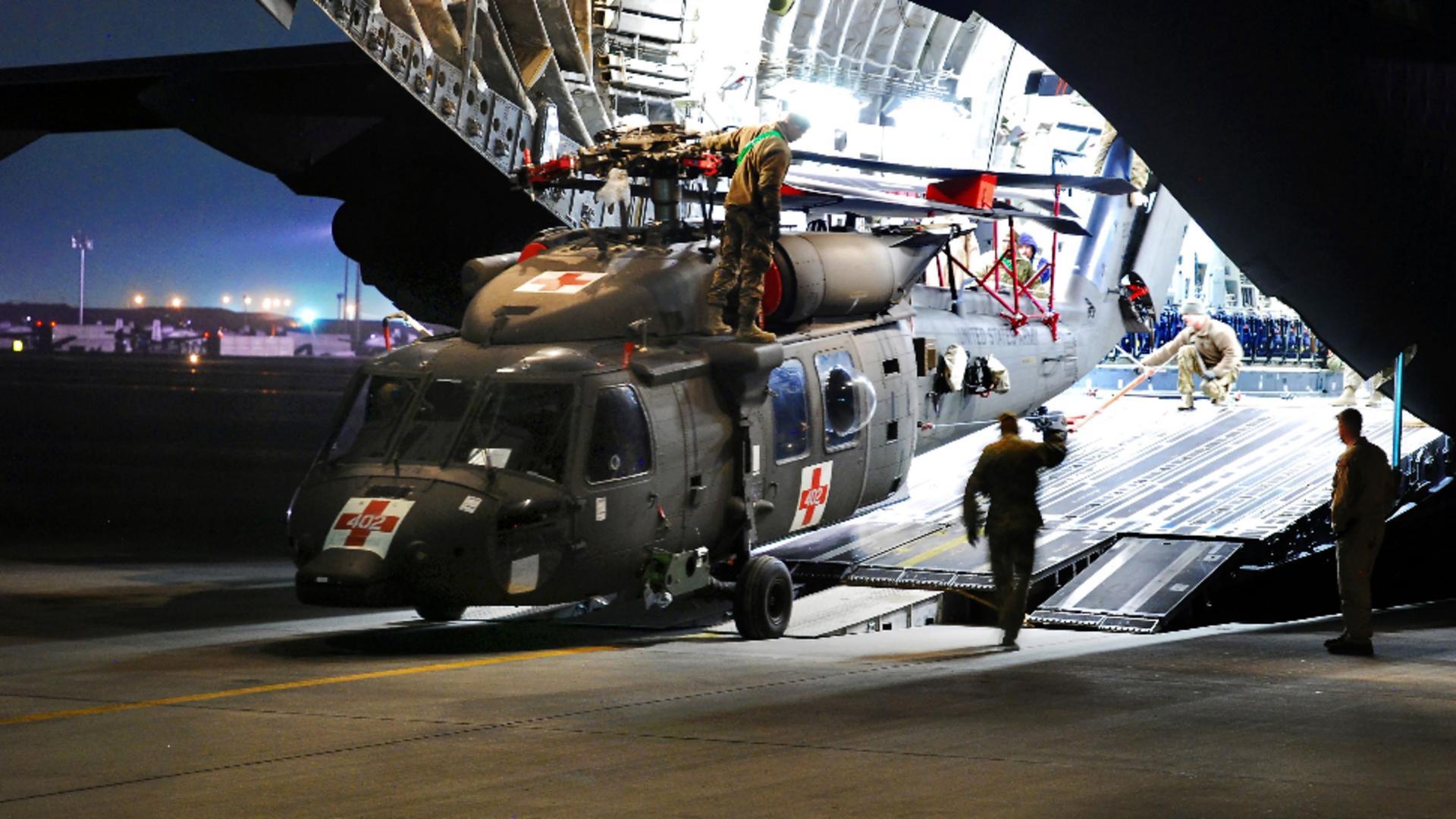 Un avion medical va evacua persoanele rănite în explozia de la Kabul. Foto/profimedia