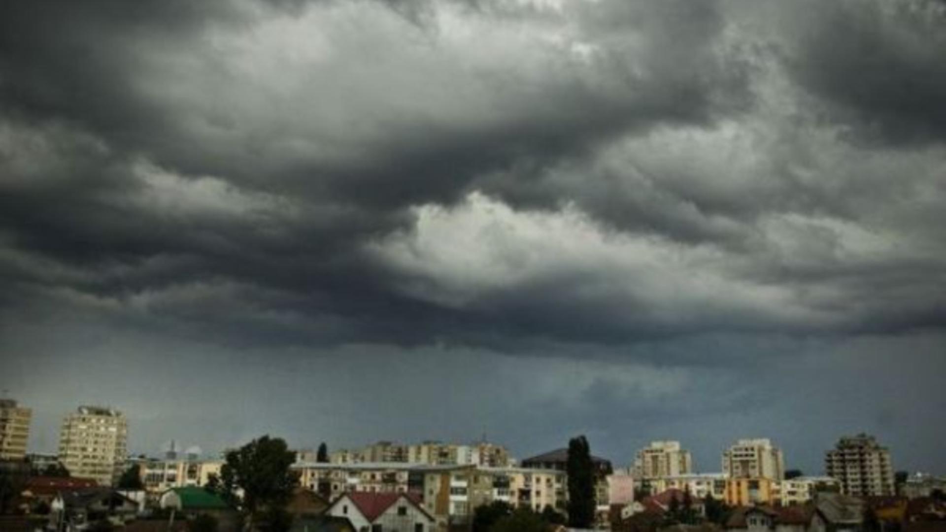 Furtună la Craiova (arhivă)