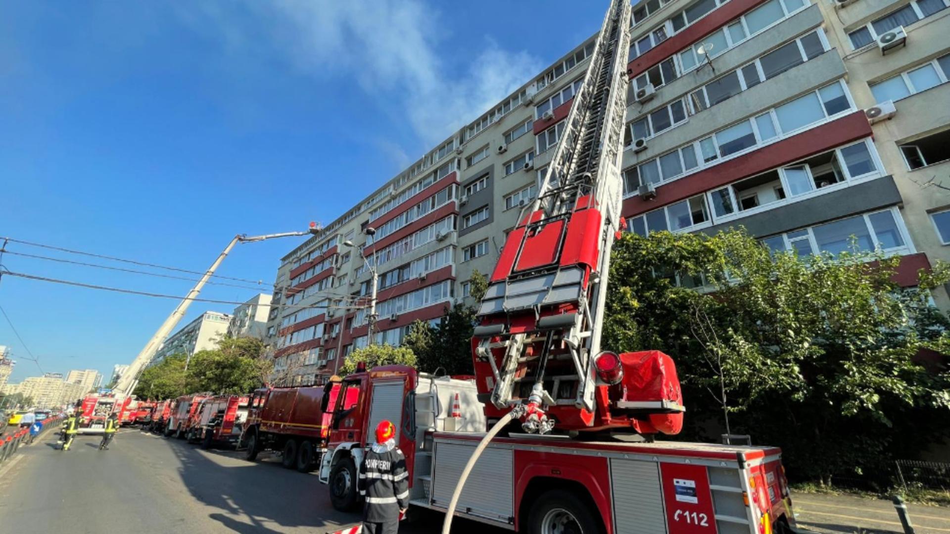 Incendiu la etajul 9 al unui bloc din Capitală. Foto/Arhivă