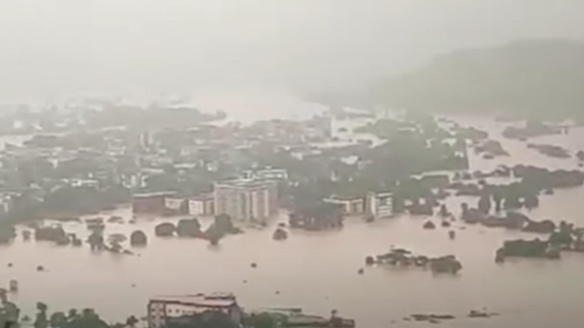Inundații India