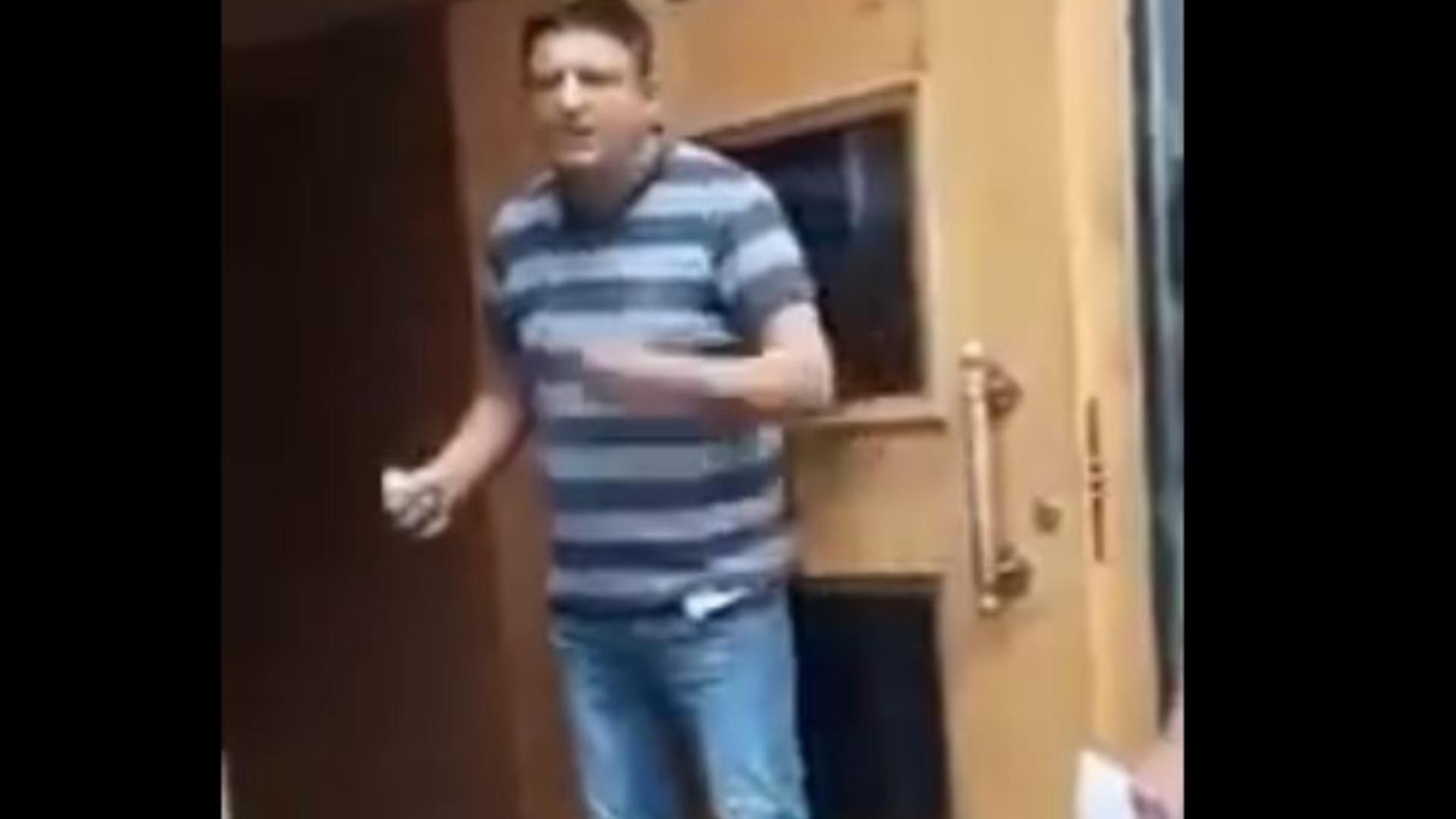 VIDEO | Un bărbat amenință cu detonarea unei grenade în sediul guvernului din Ucraina