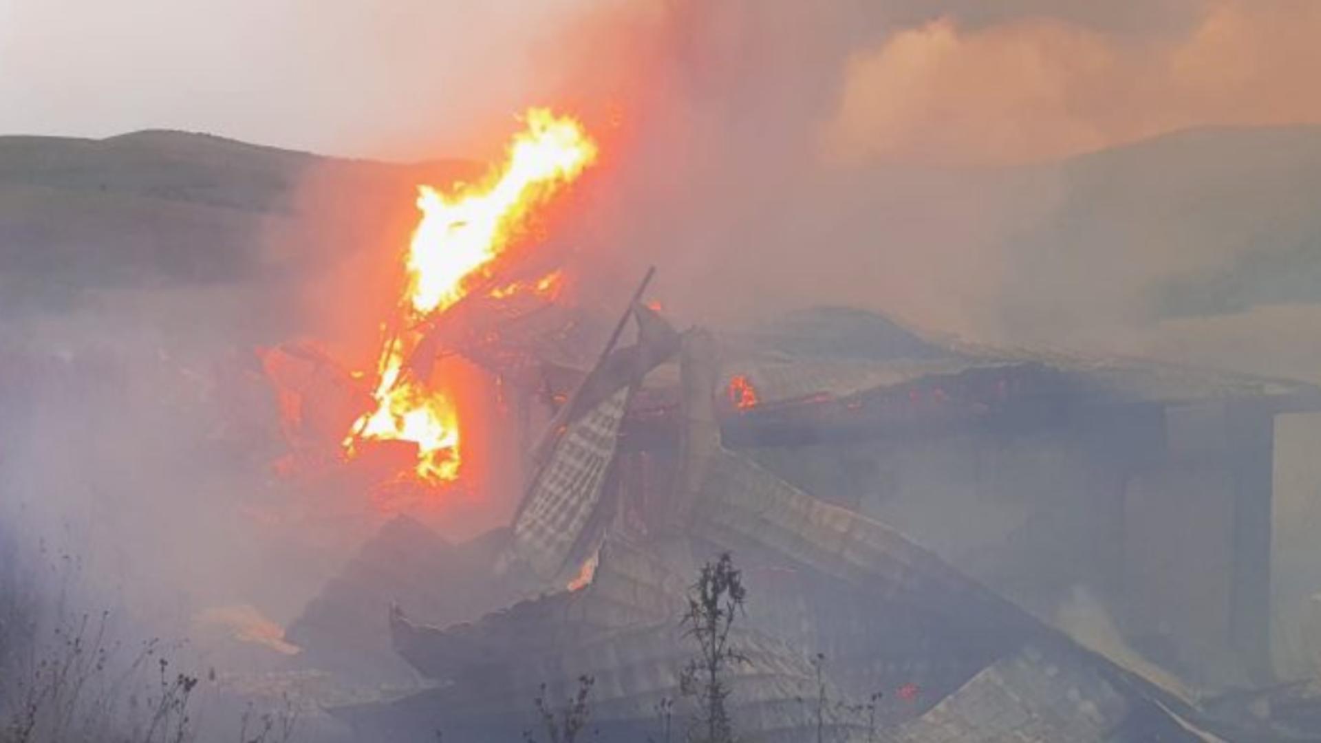 Mânăstirea Dumbrava, în FLĂCĂRI! Pompierii intervin de urgență în județul Alba